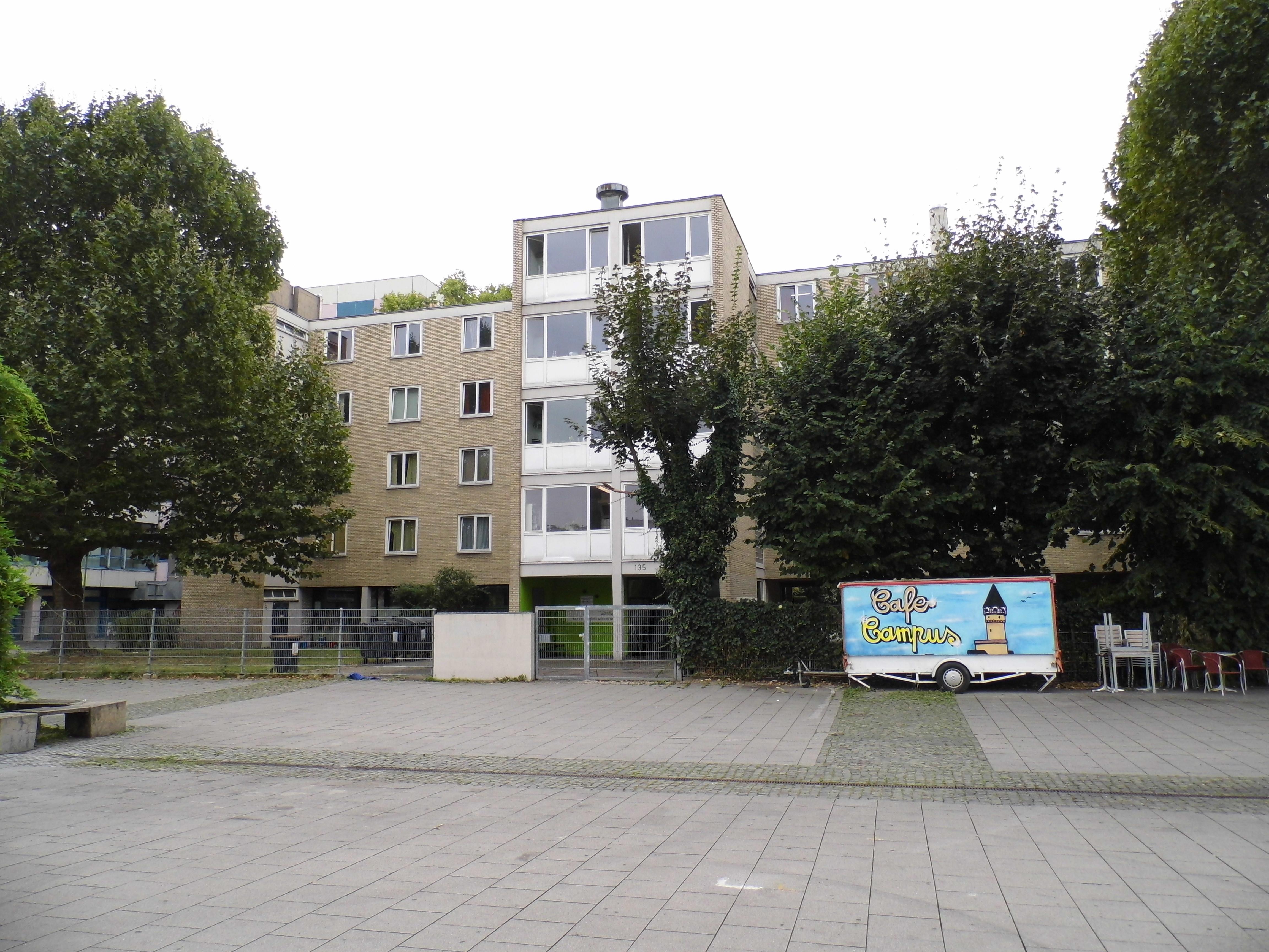 File:Frankfurt, Studentenwohnheim Bockenheimer Landstraße 135.JPG ...