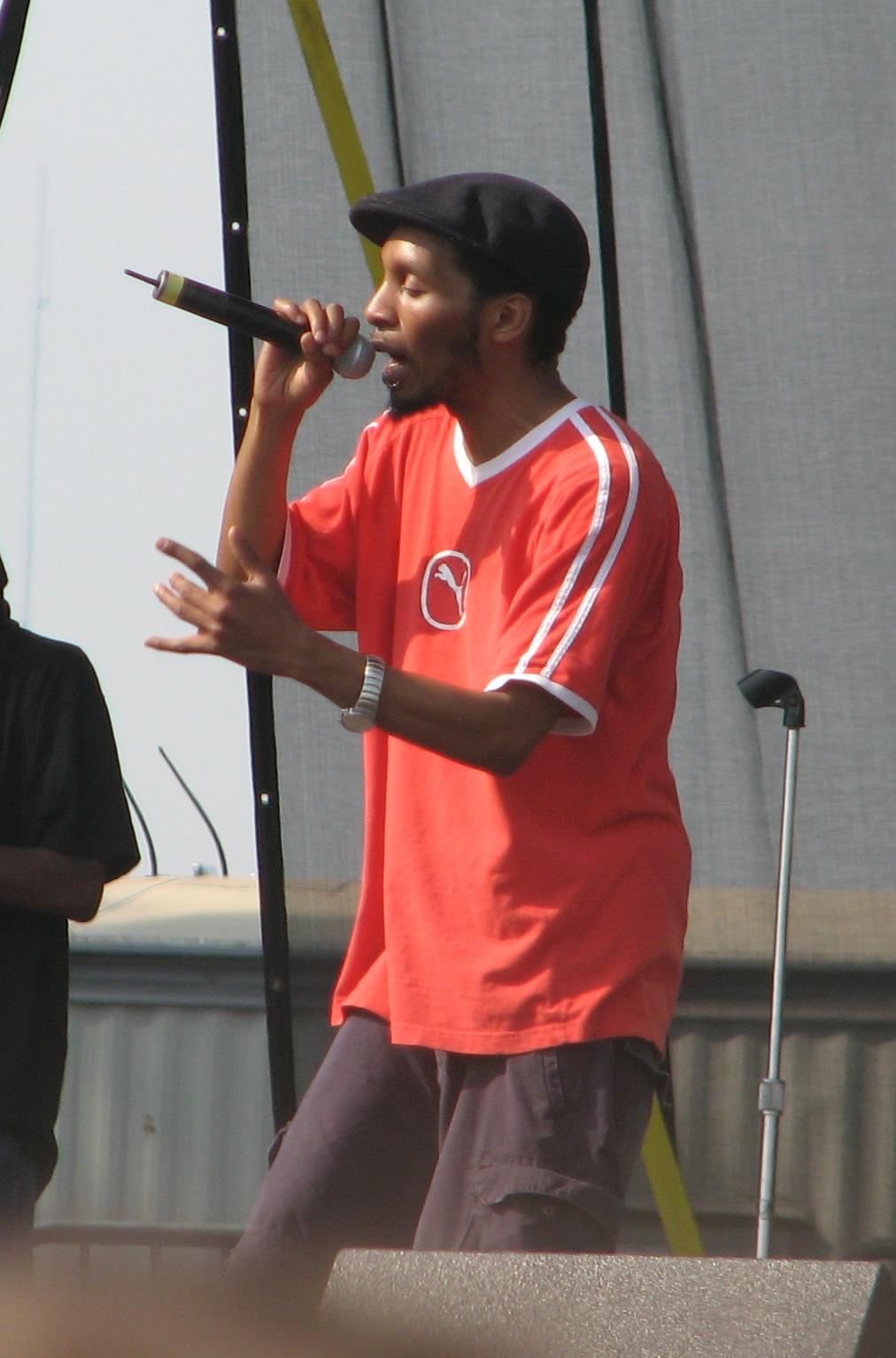 rapper az unokatestvére