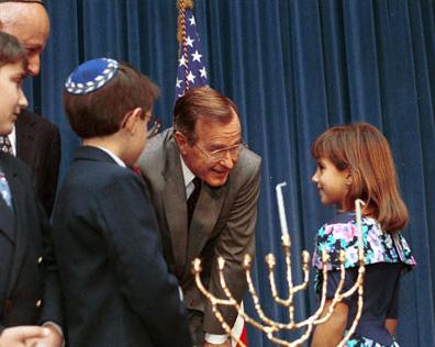 https://upload.wikimedia.org/wikipedia/commons/f/fb/George_HW_Bush_menorah.jpg