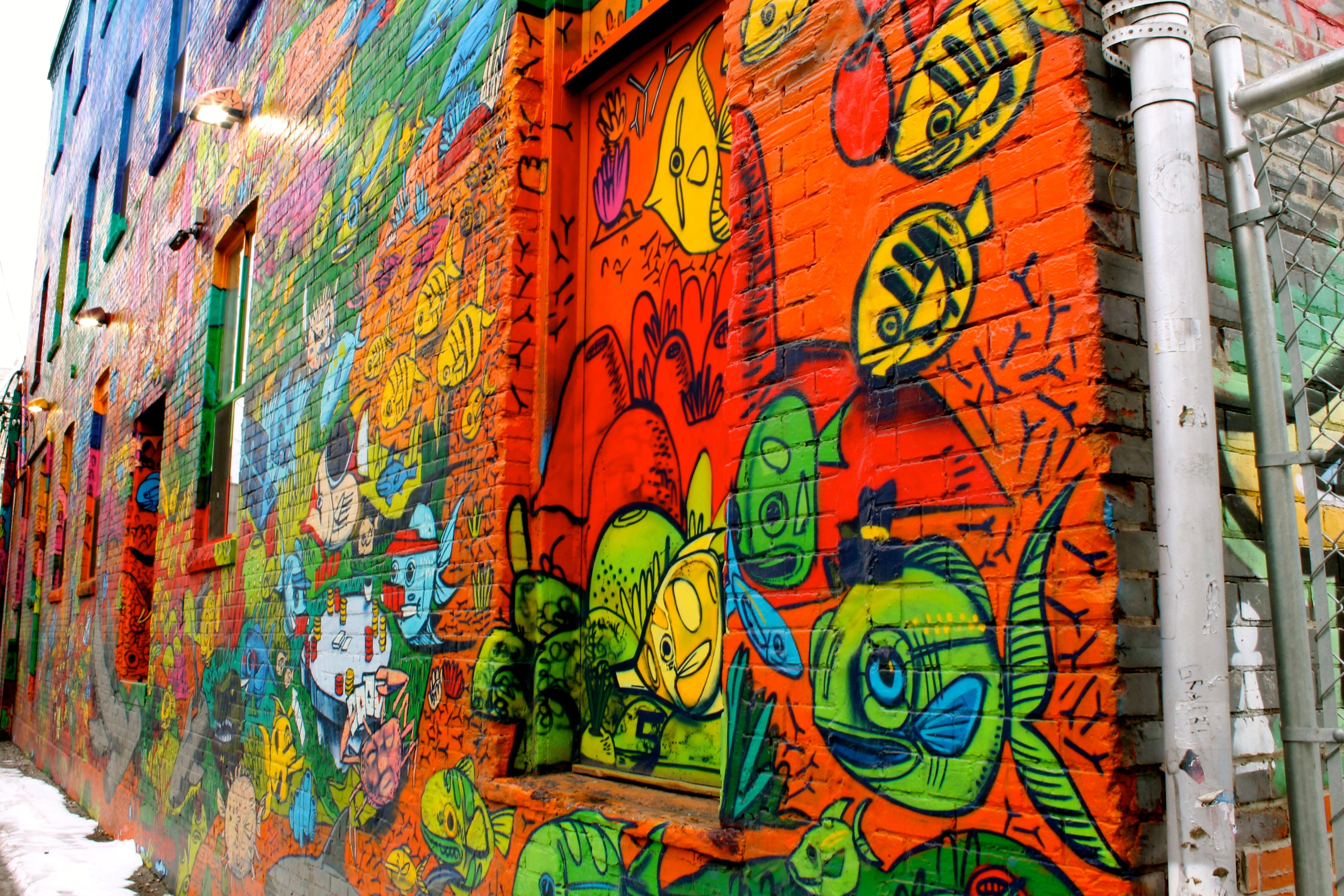 Graffiti Alley, Toronto (11609358913).jpg