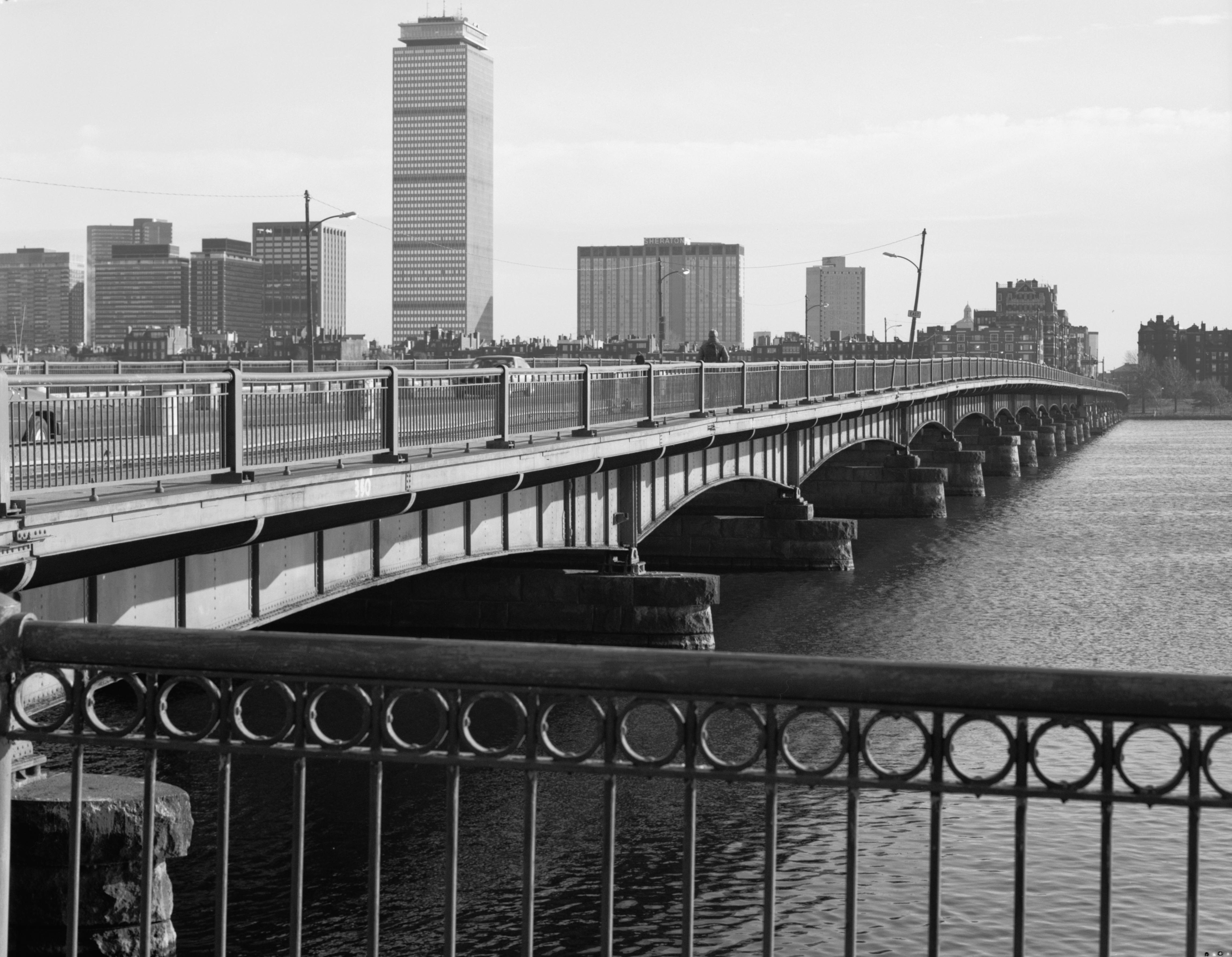 File Harvard Bridge Spanning Charles River At