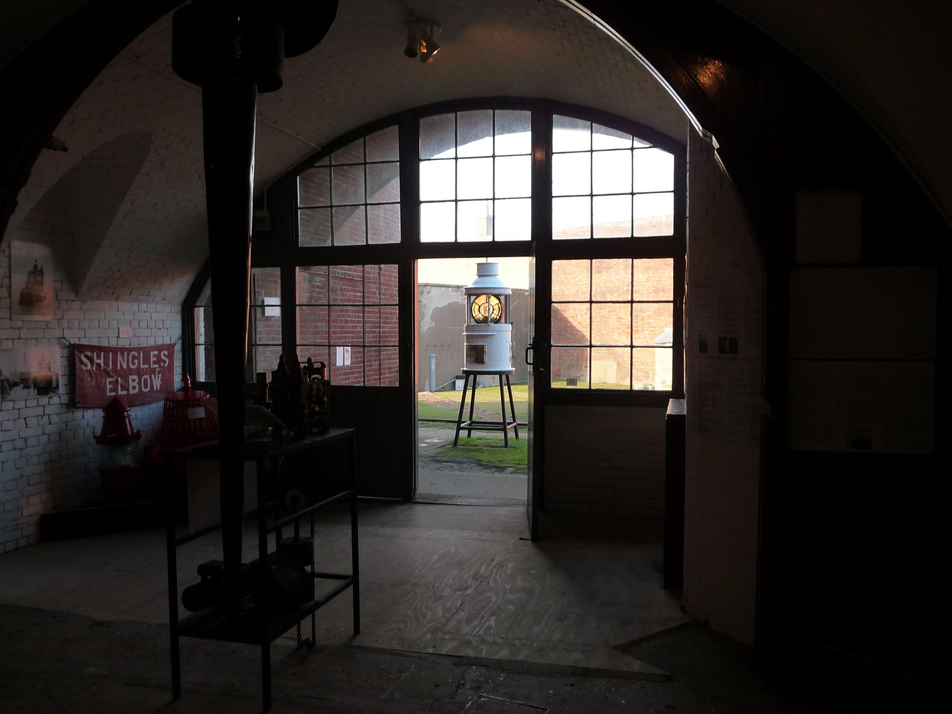 File hurst castle lighthouse and interior for Light house interior