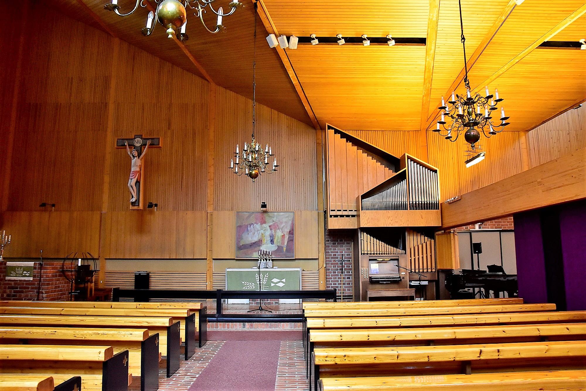 Inne i kyrkan i Kaskö i september 2018.jpg