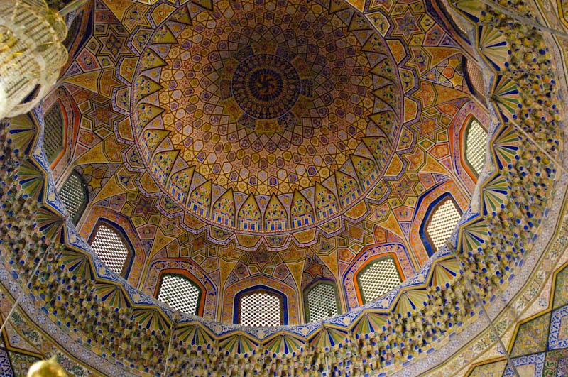 File:Inside the Shrine of Hazrat Ali in 2010.jpg - Wikimedia Commons