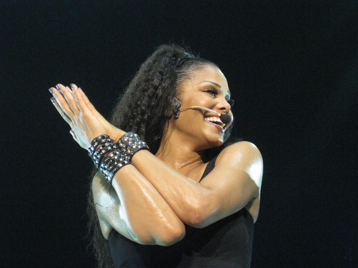 plastic surgery celebrities Janet Jackson