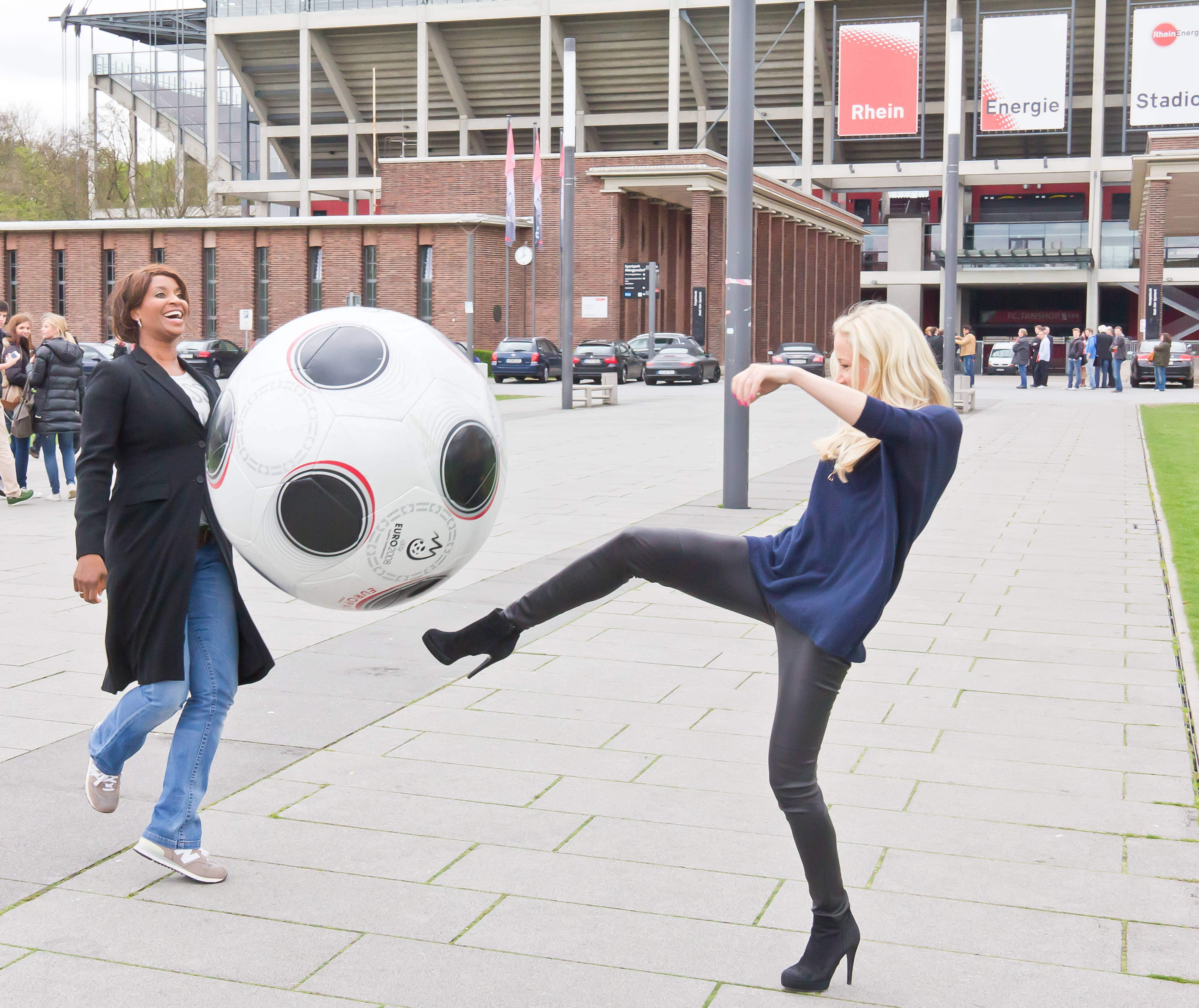 File:Janine Kunze und Liz Baffoe - Ernennung zu Sportbotschafterinnen-1186 .jpg