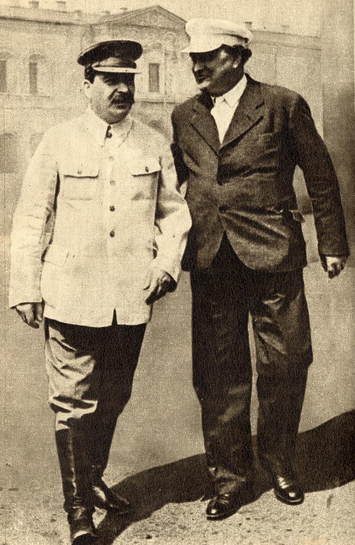 La ofensiva del fascismo y las tareas de la Internacional en la lucha por la unidad de la clase obrera contra el fascismo (1935) de G. Dimitrov Joseph_Stalin_and_Georgi_Dimitrov%2C_1936