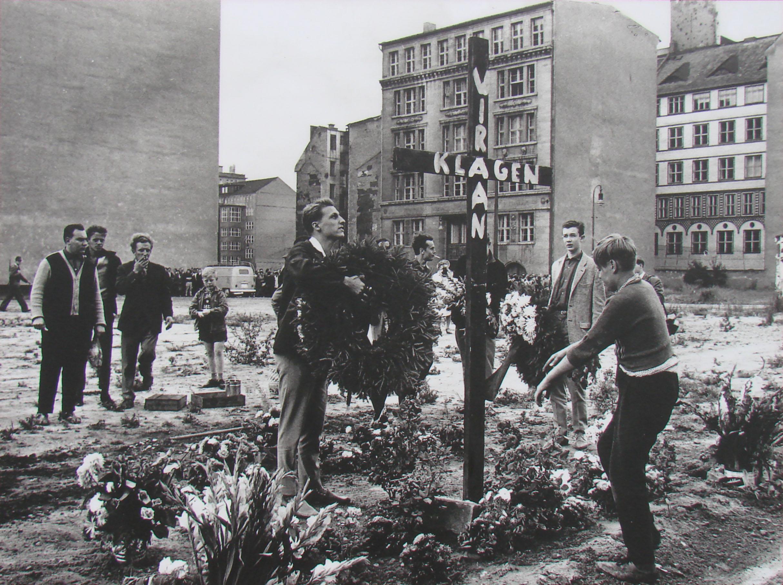 Kreuz für Peter Fechter 1962.jpg