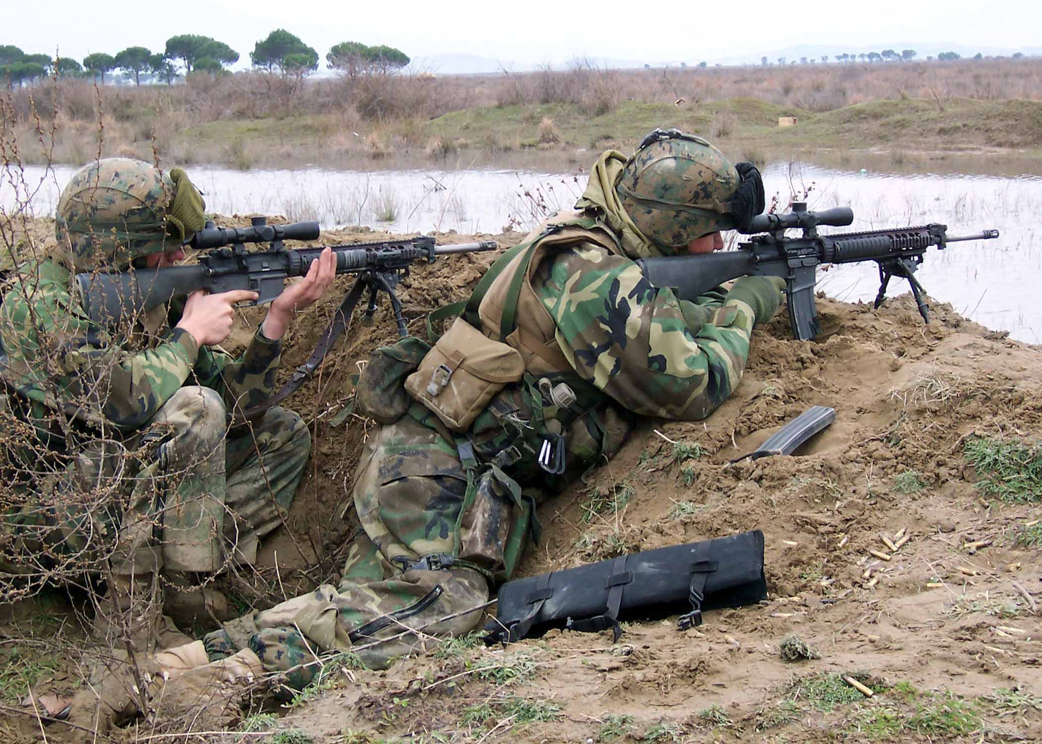 File:Marines-with-sniper-rifle-2.jpg - Wikimedia Commons