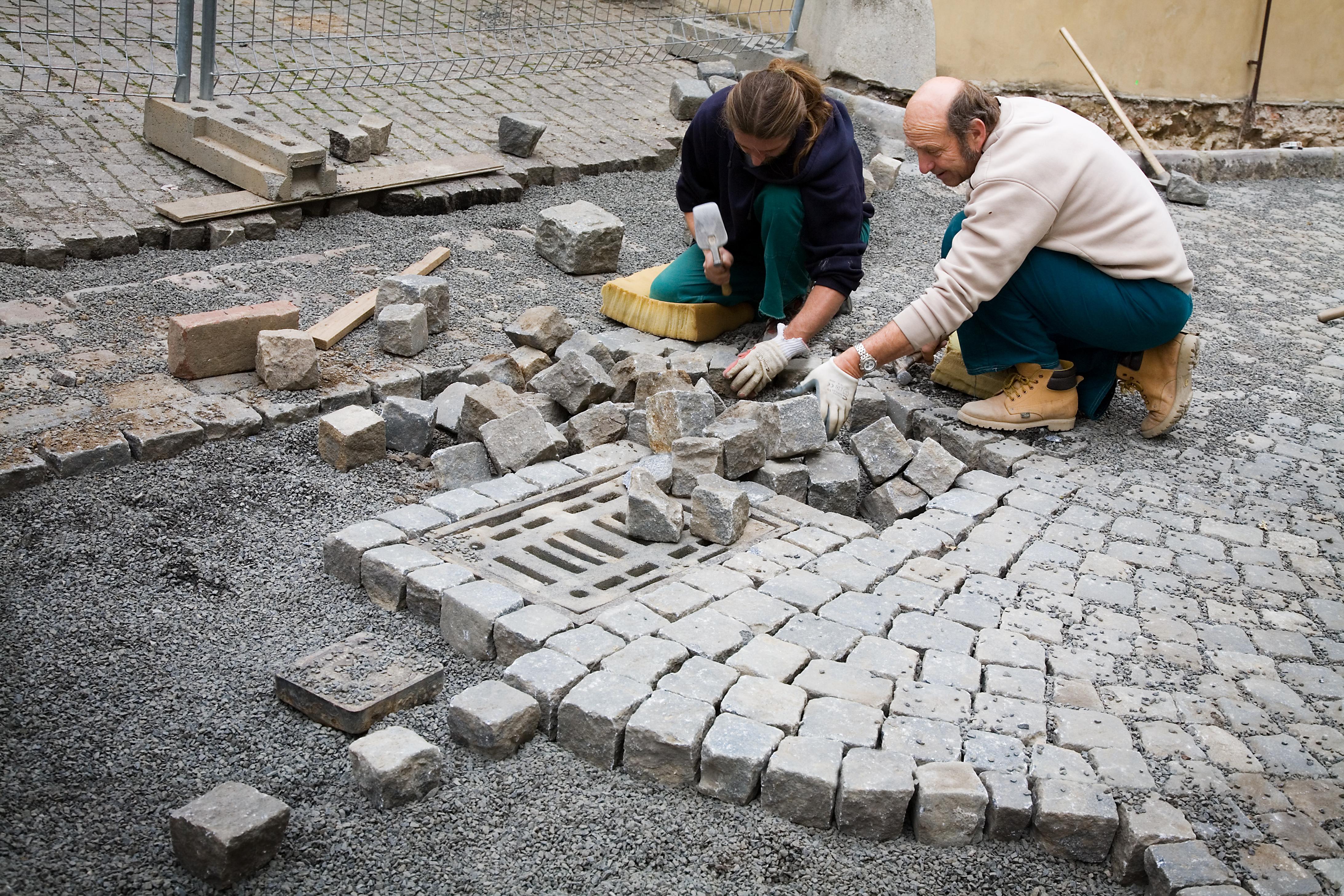 File Masons Laying Cobblestones In The Street Prague