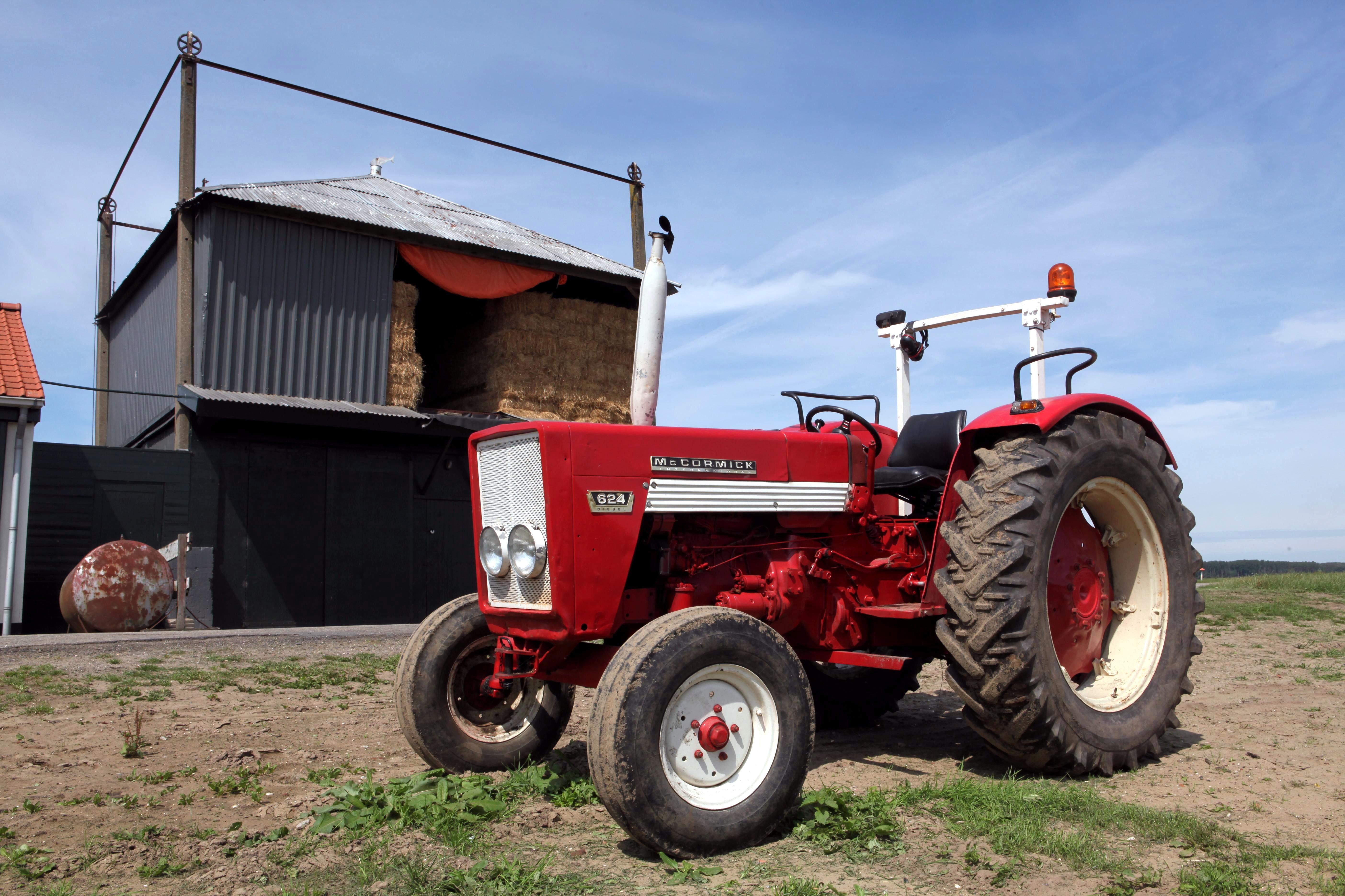 File:McCormick 624 tractor.jpg
