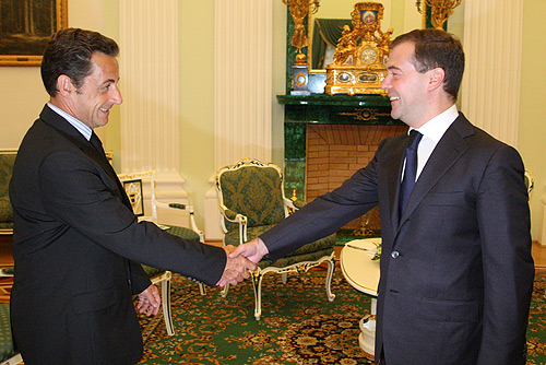 http://upload.wikimedia.org/wikipedia/commons/f/fb/Medvedev_meets_Sarkozy.jpg