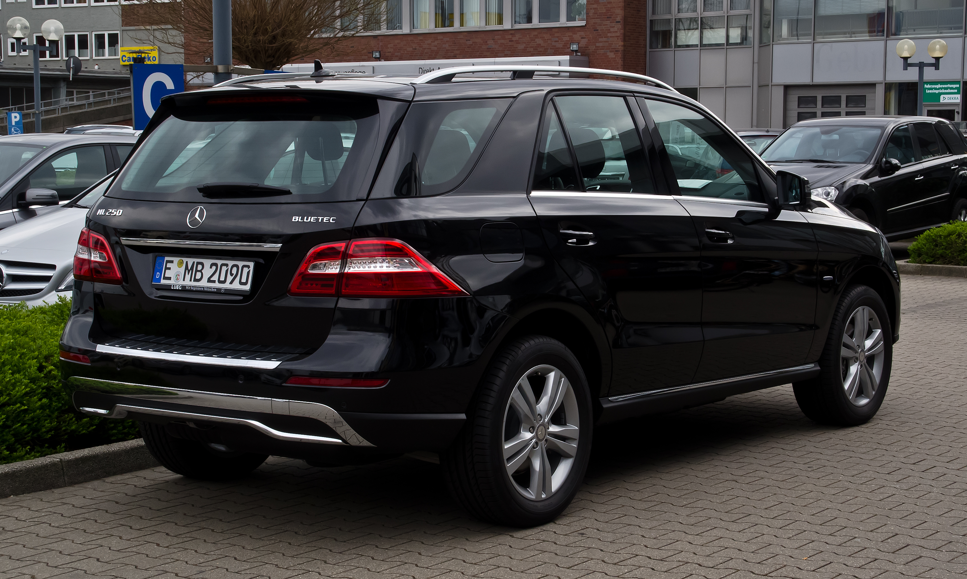 File:Mercedes-Benz ML 250 BlueTEC 4MATIC (W 166 ...
