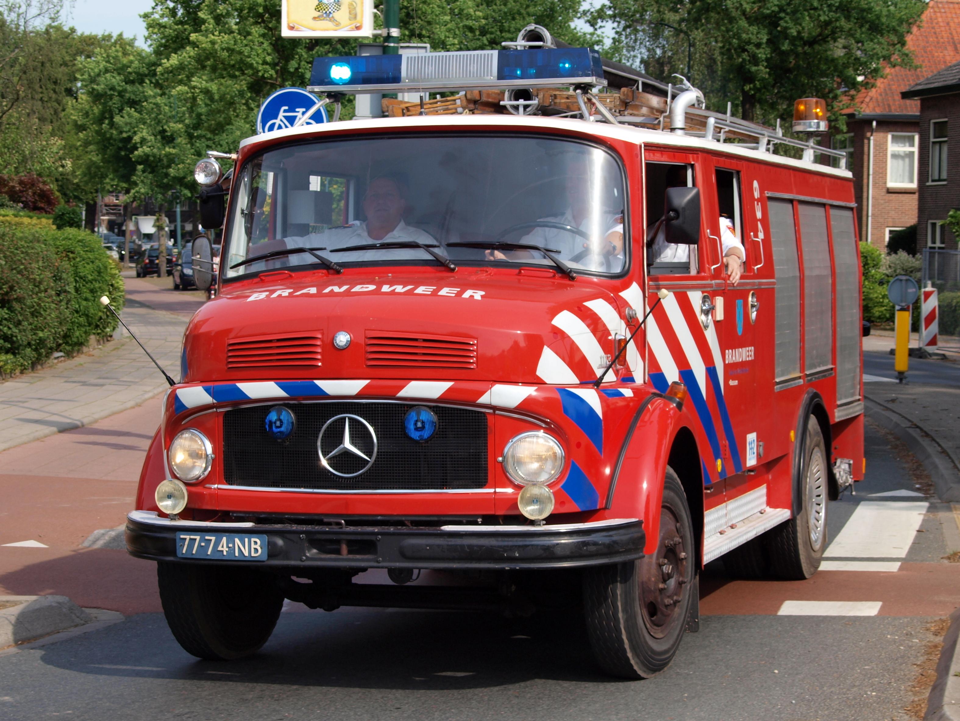 File:Mercedes 1113 Brandweer Gooi en Vechtstreek Bussem, Bridgehead 2011  pic2.JPG