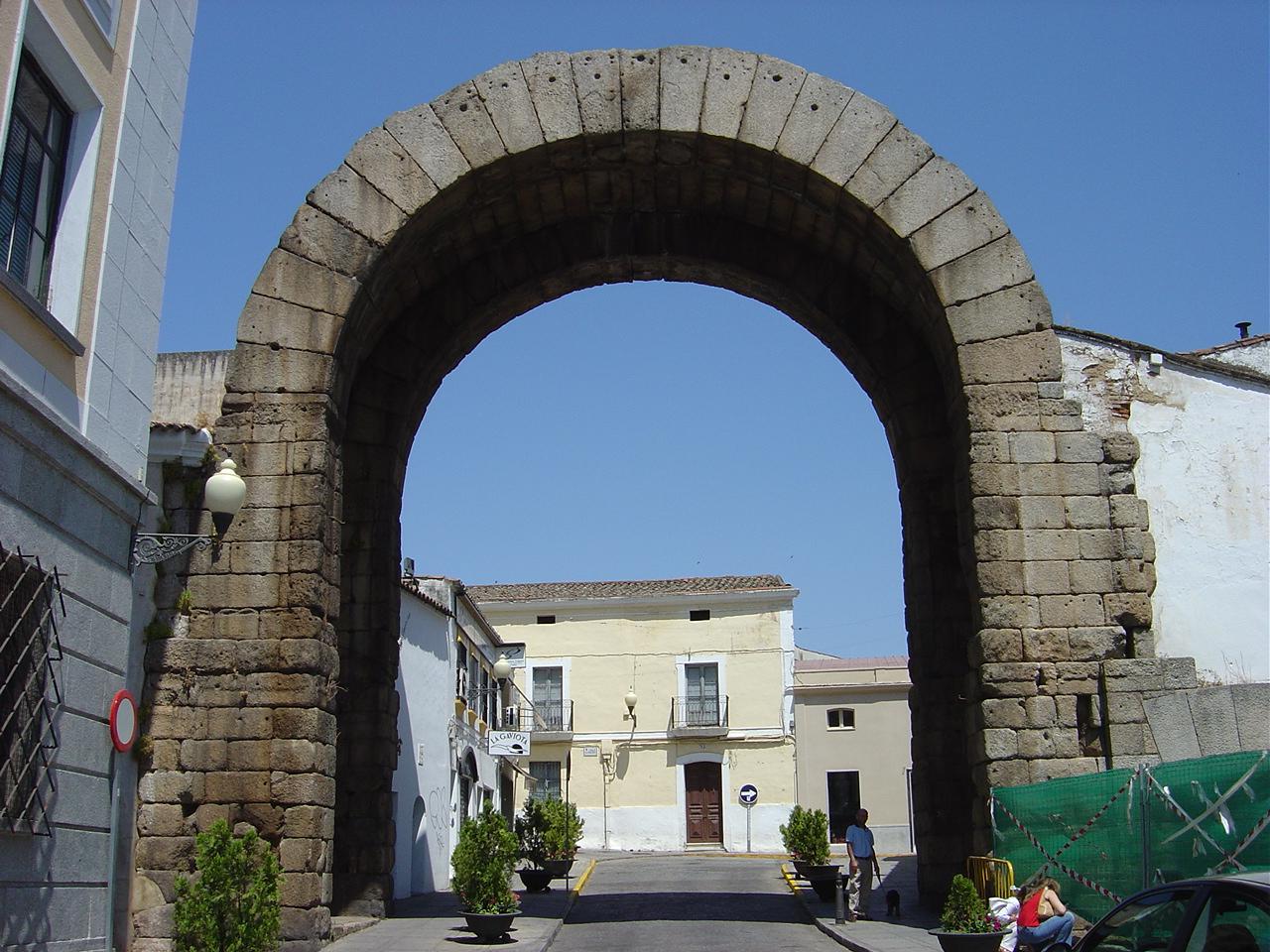 File:Merida Arco de Trajano.JPG - Wikimedia Commons