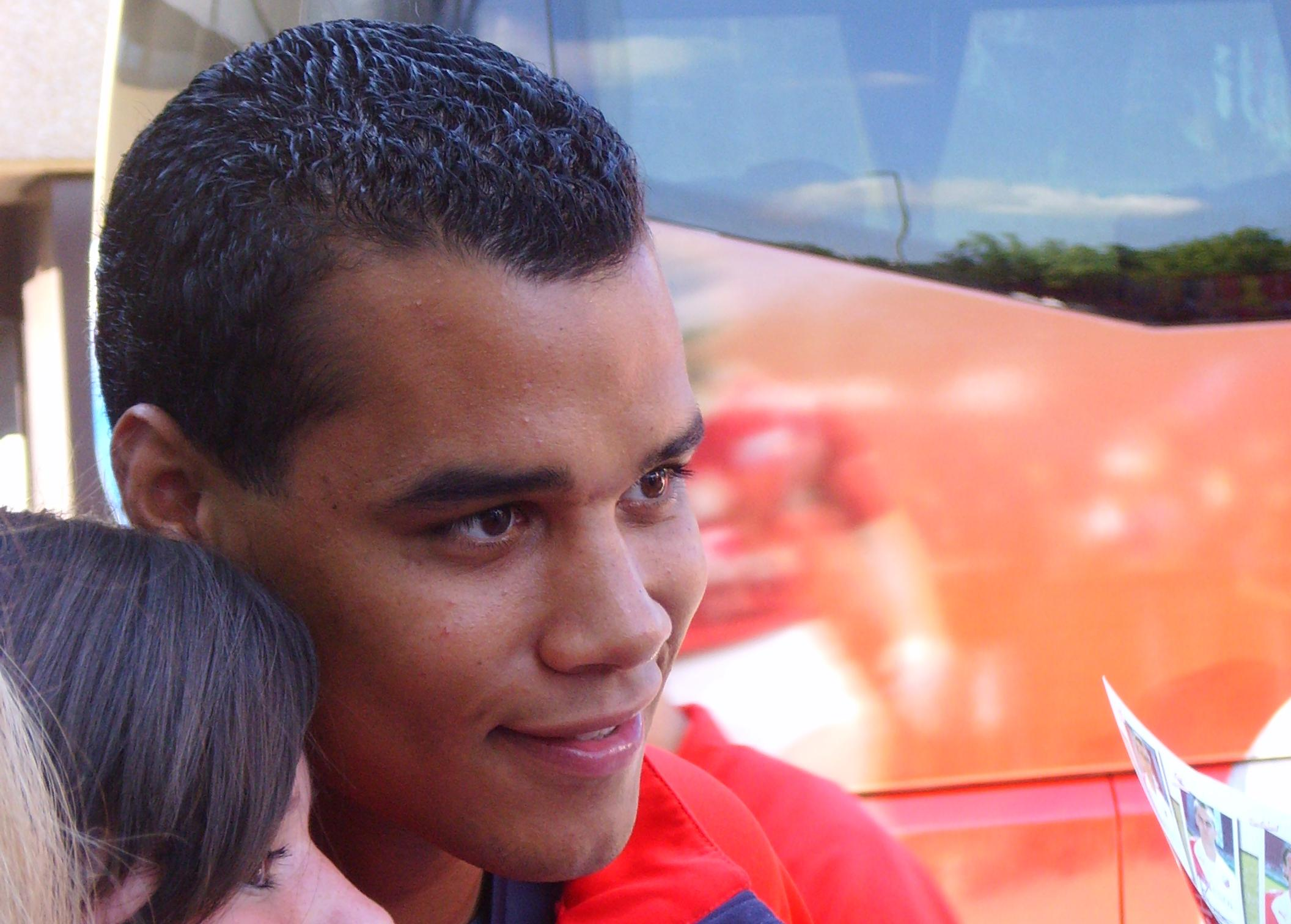 The 34-year old son of father (?) and mother(?) Michel Vorm in 2018 photo. Michel Vorm earned a  million dollar salary - leaving the net worth at 6.3 million in 2018