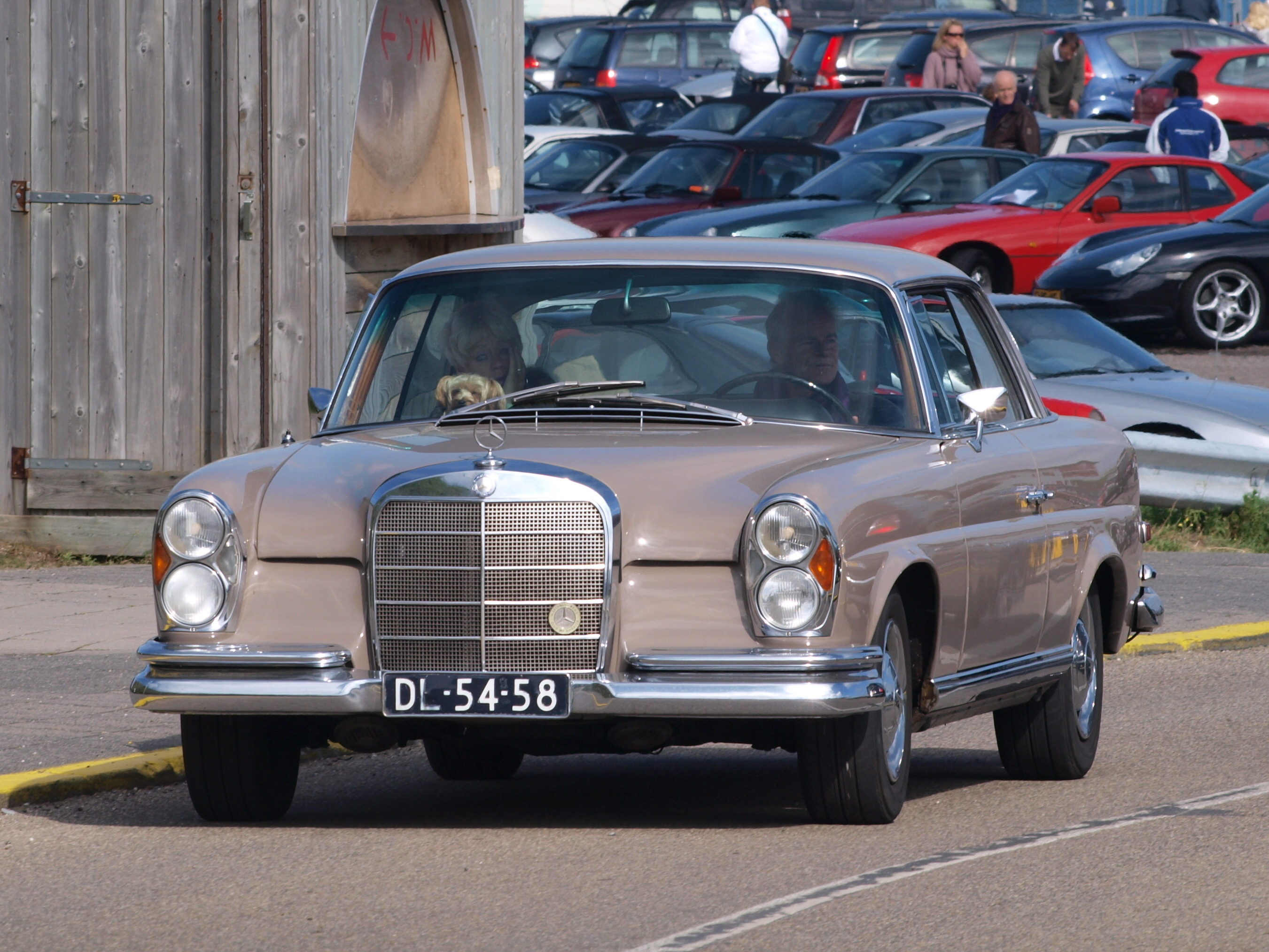 File nationale oldtimerdag zandvoort 2010 1968 mercedes for 1968 mercedes benz 280 se convertible