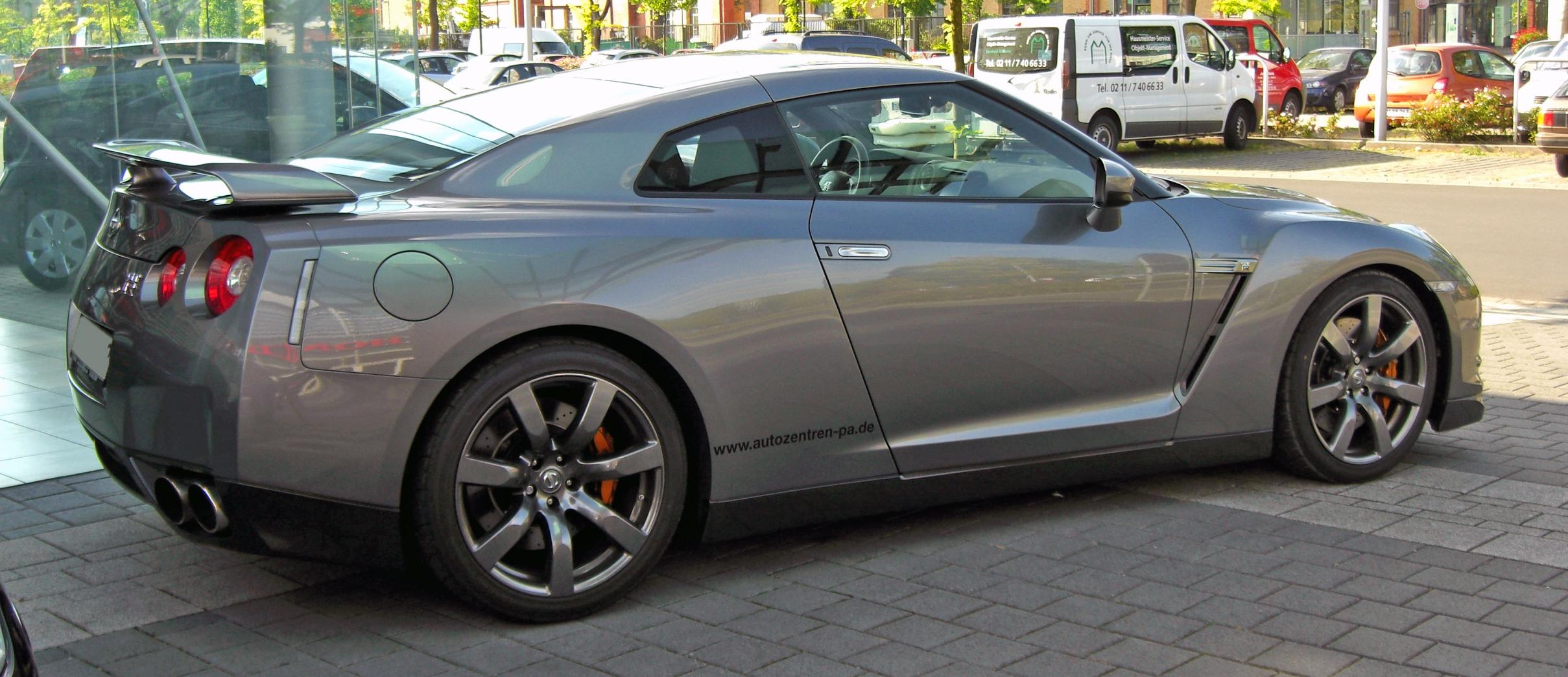 File:No.35 Nissan GT-R NISMO GT3 at 2015 Bathurst 12 Hour