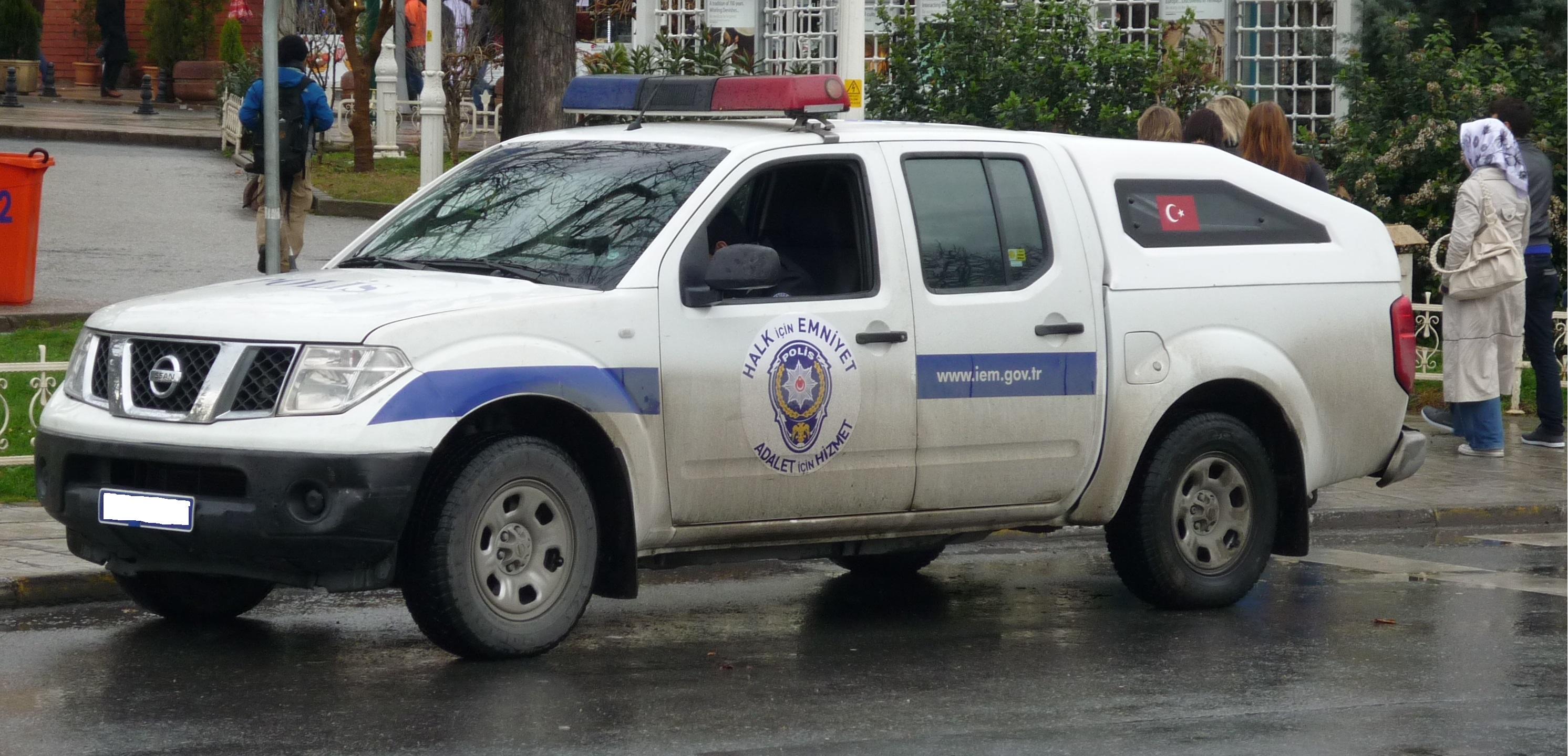 file nissan navara d40 turkish police car. Black Bedroom Furniture Sets. Home Design Ideas