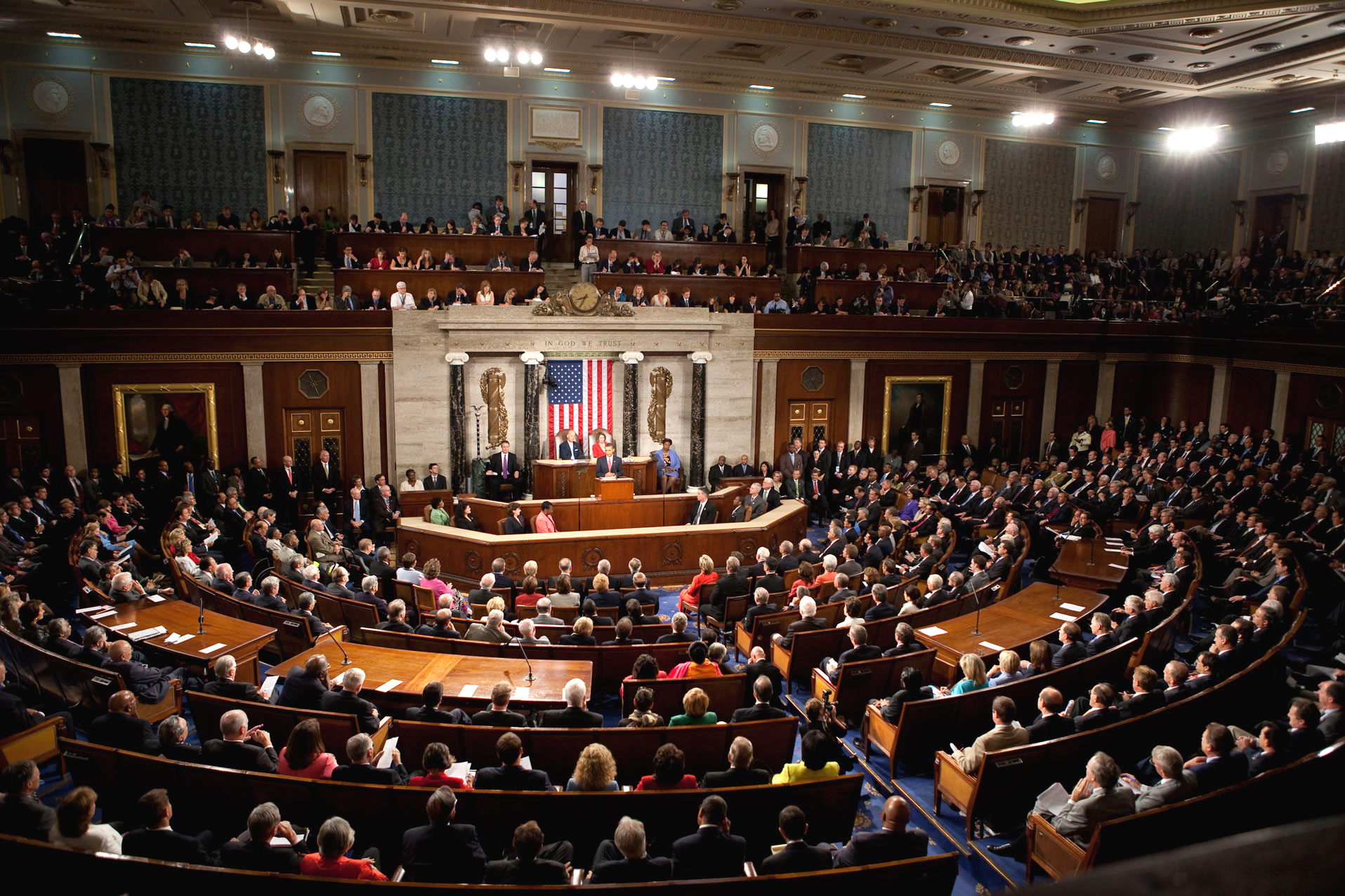 https://upload.wikimedia.org/wikipedia/commons/f/fb/Obama_Health_Care_Speech_to_Joint_Session_of_Congress.jpg