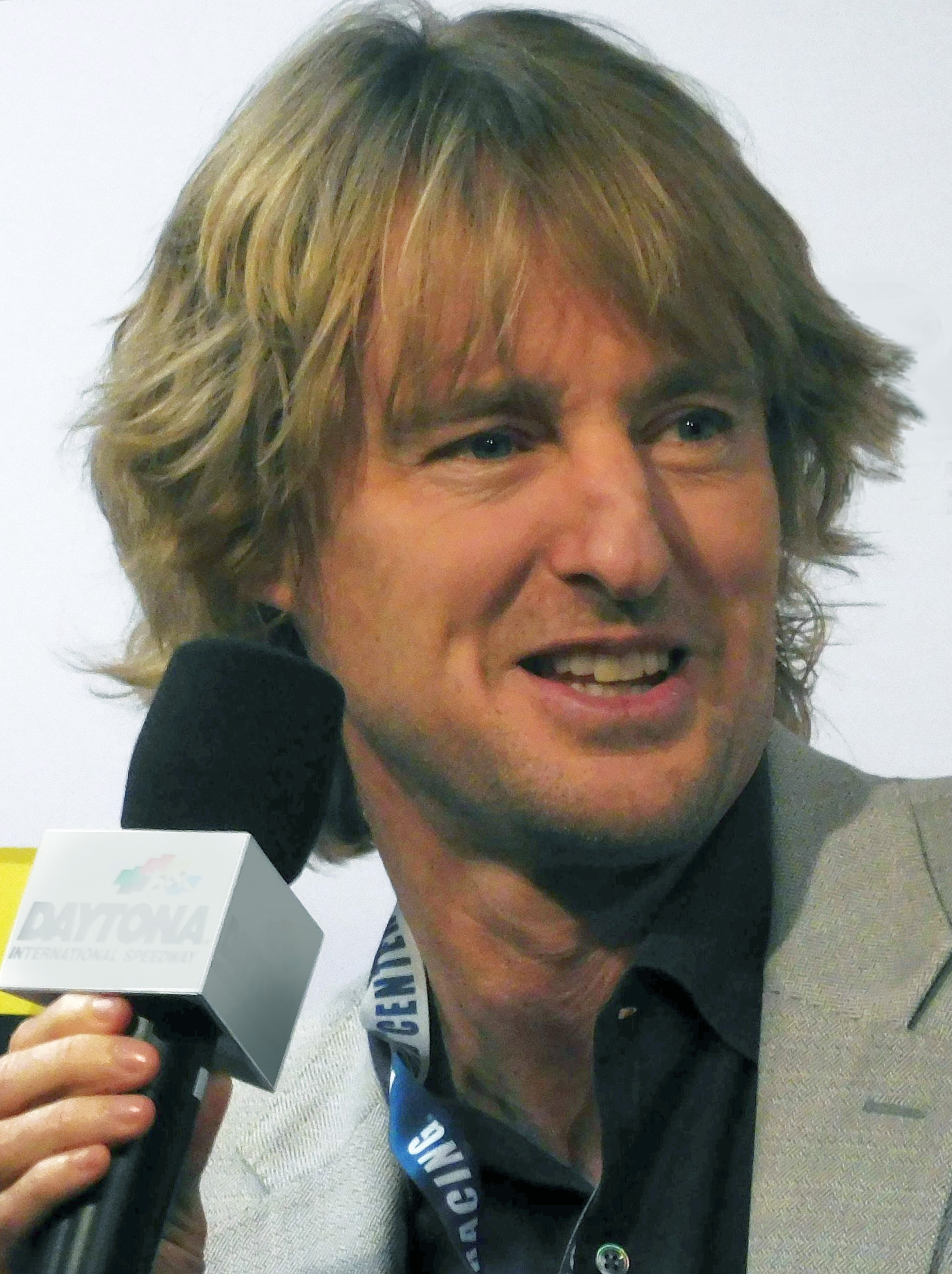 The 52-year old son of father Robert Andrew Wilson and mother Laura Cunningham Wilson Owen Wilson in 2021 photo. Owen Wilson earned a  million dollar salary - leaving the net worth at 40 million in 2021