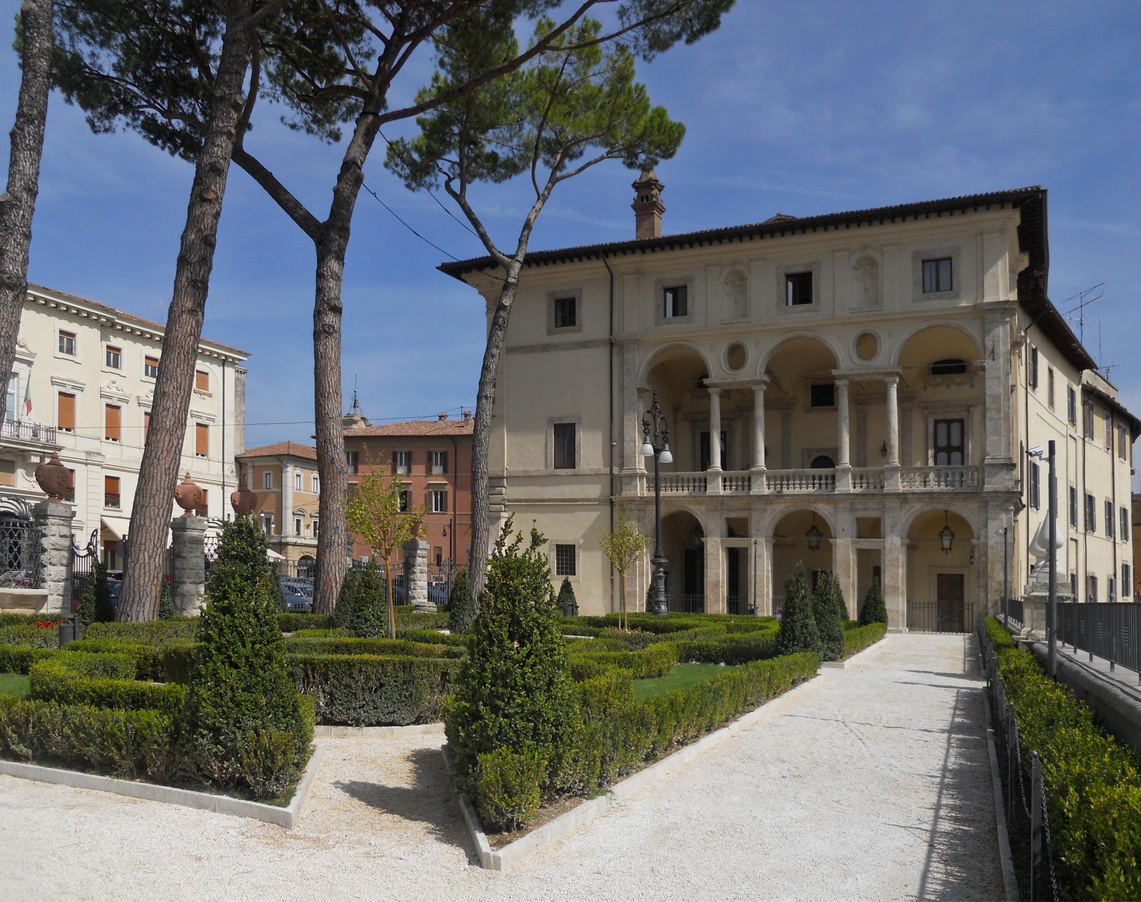 File palazzo vincentini giardini wikivoyage guida turistica di viaggio - I giardini di palazzo rucellai ...