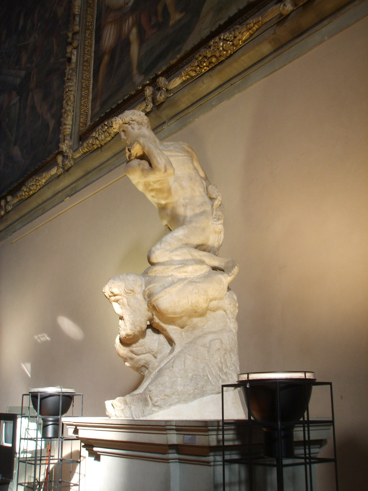 гений победы микеланджело фото интерьере