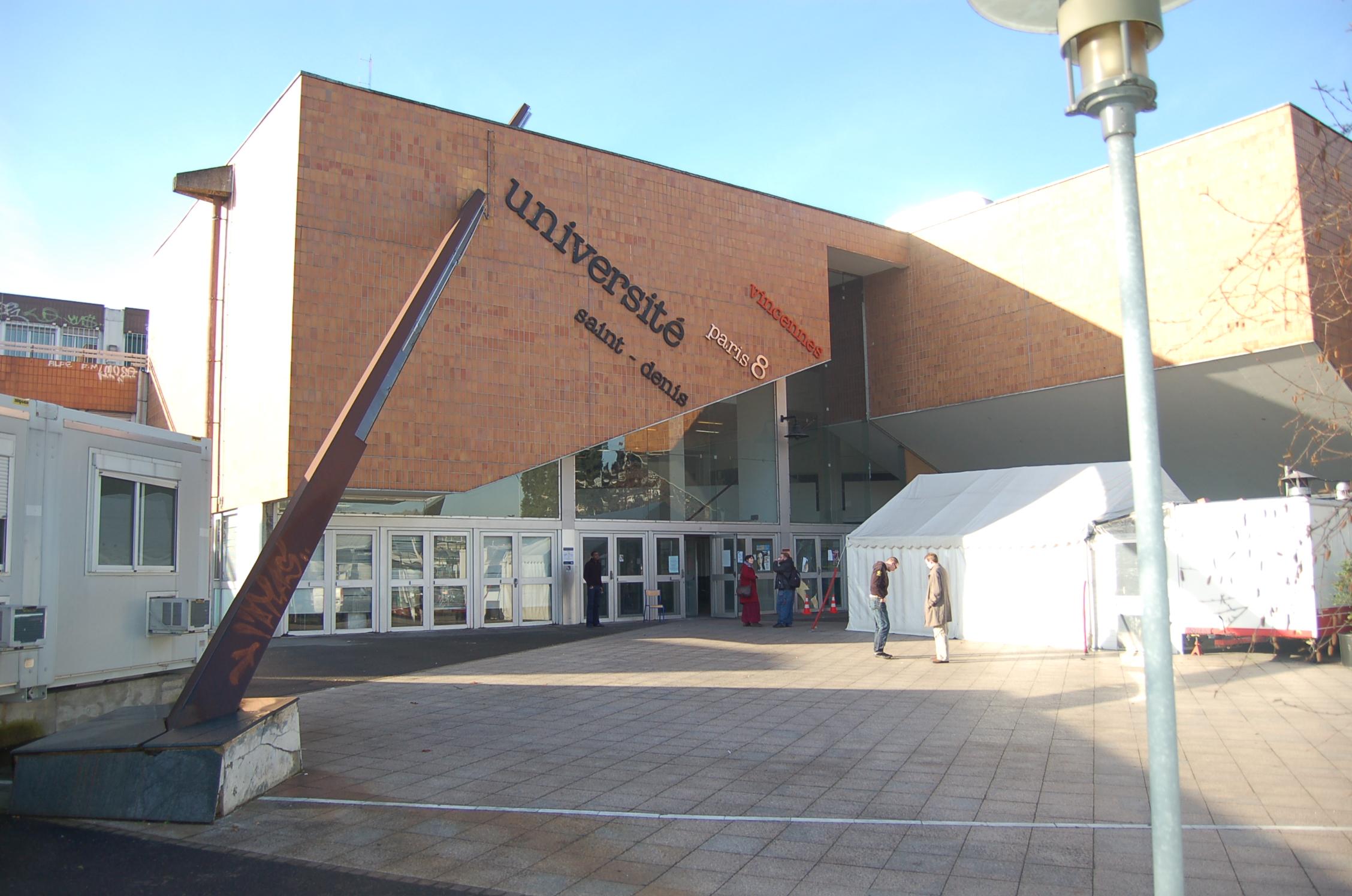 http://upload.wikimedia.org/wikipedia/commons/f/fb/Paris8.JPG