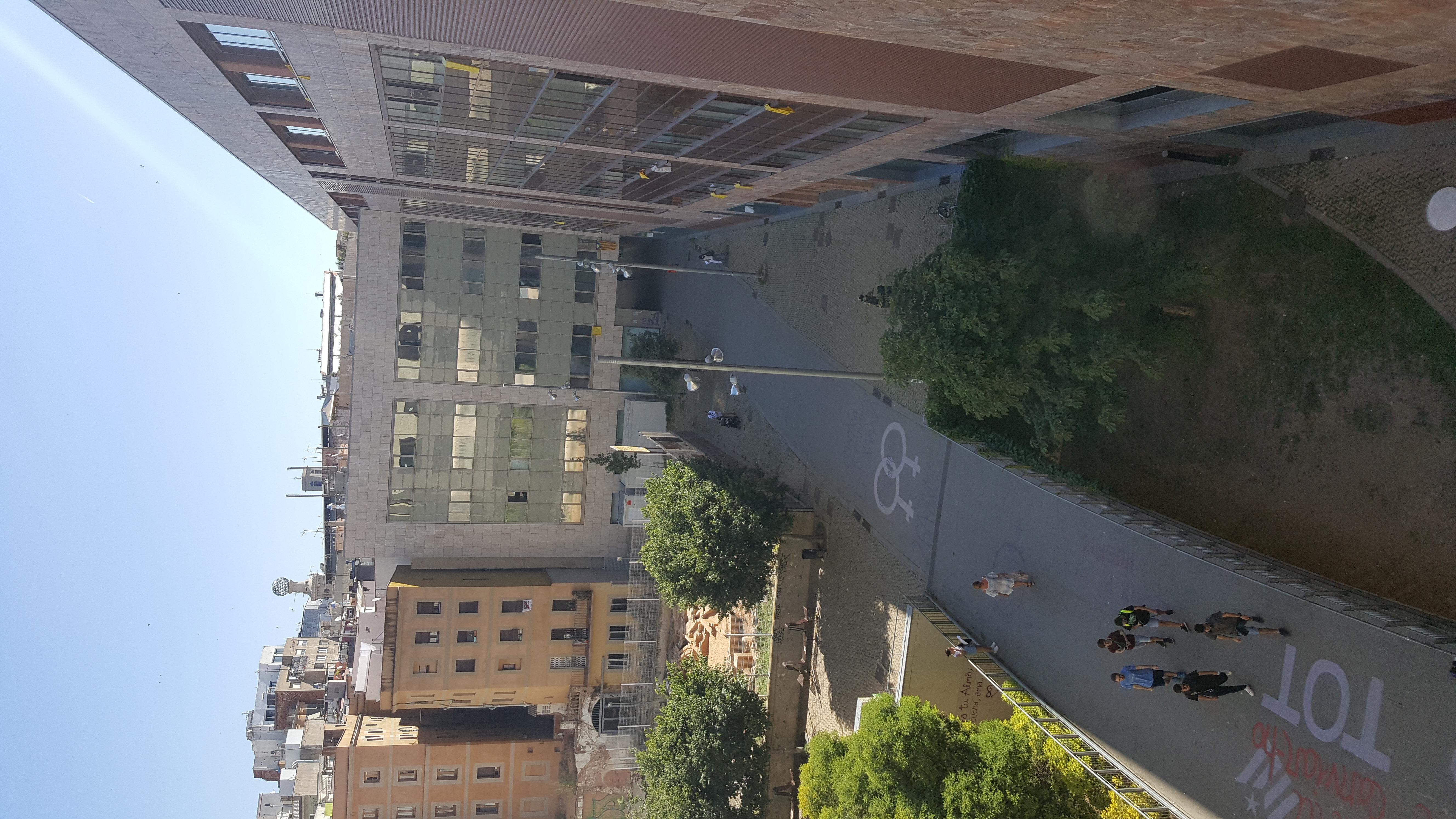 File pas interior campus del raval universitat de barcelona