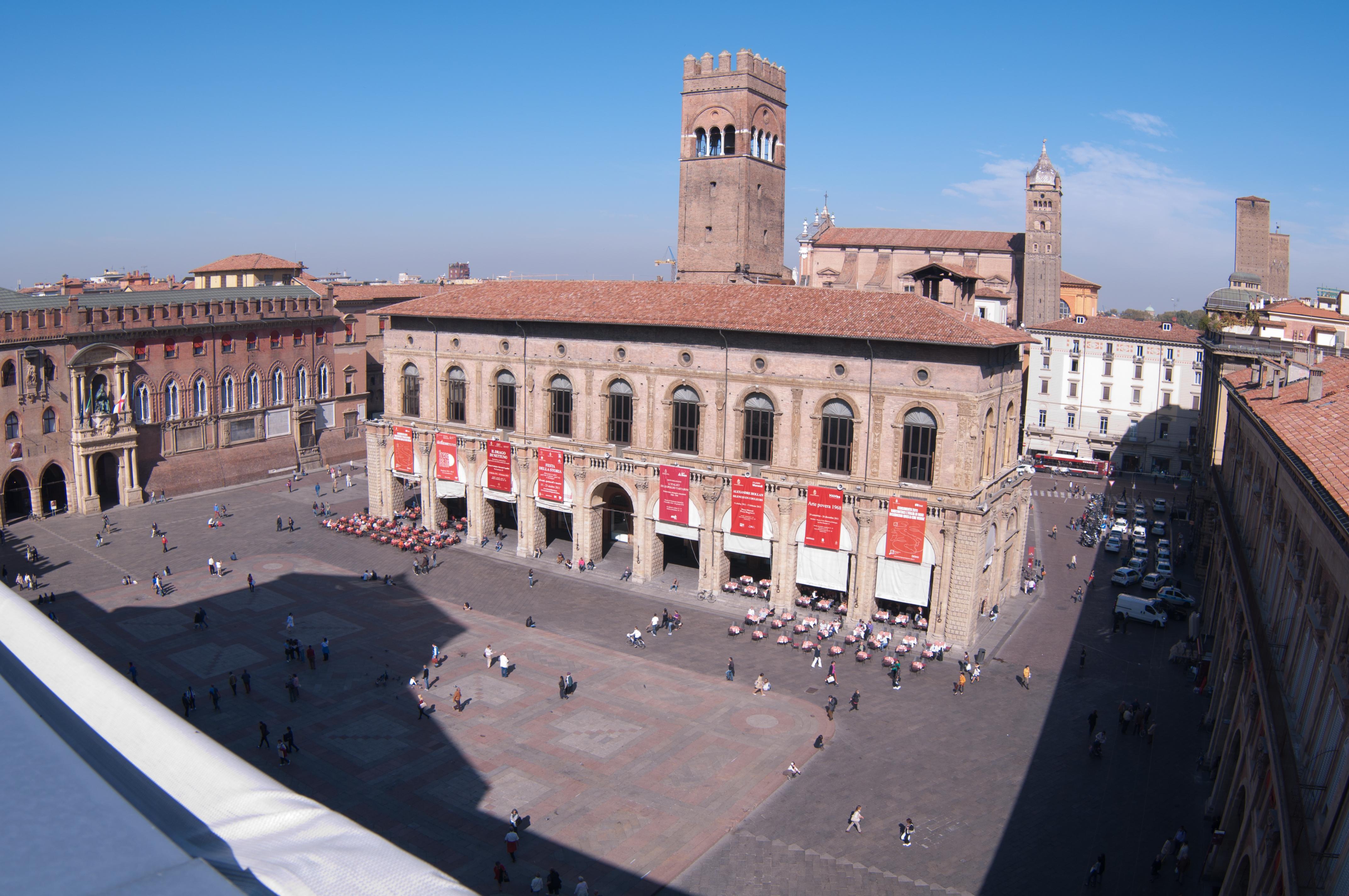 Datei:Piazza Maggiore vista dalla terrazza di San Petronio.jpg ...