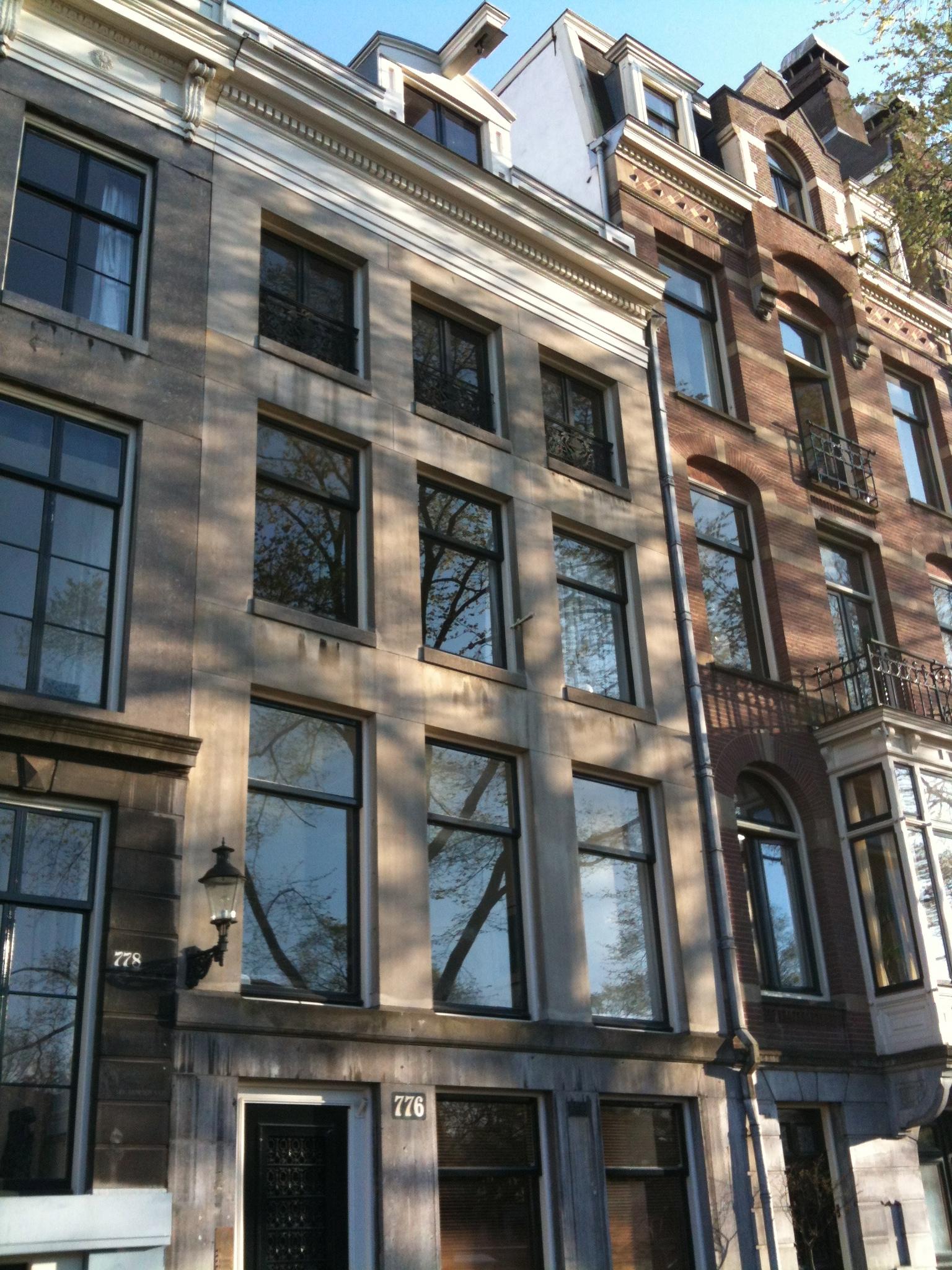Huis met zandstenen gevel met hardstenen onderpui en for Lijst inrichting huis