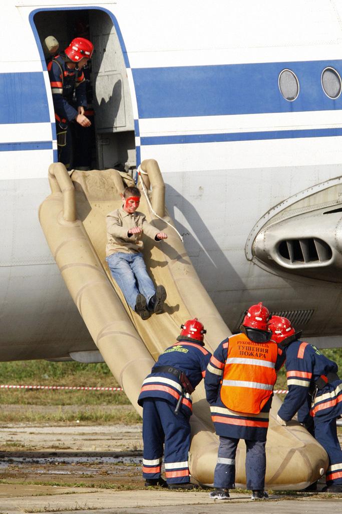 Evacuation slide - Wikipedia