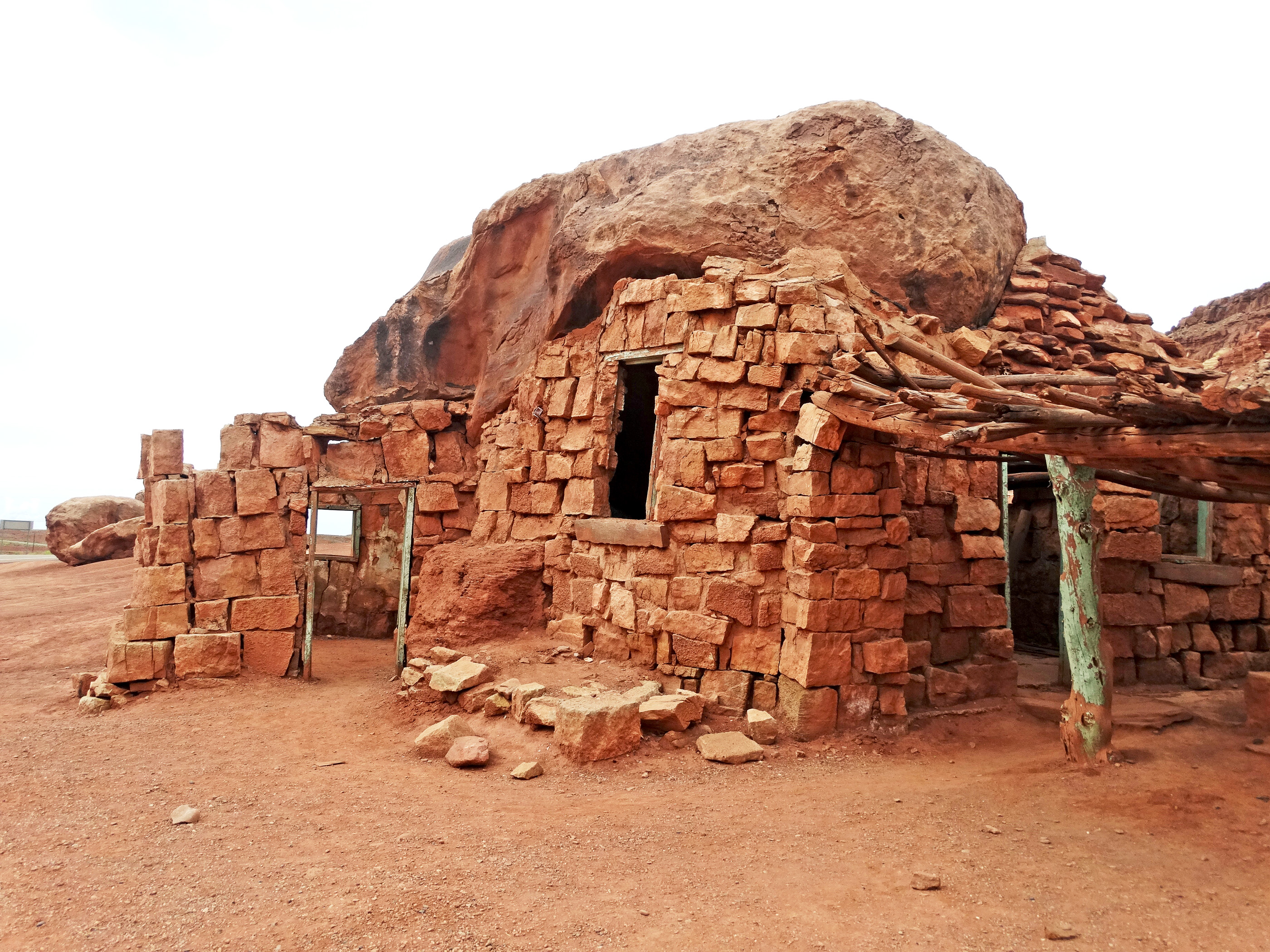 File rock house cliff dwellers navajo nation az 9 15 for Building a house in arizona