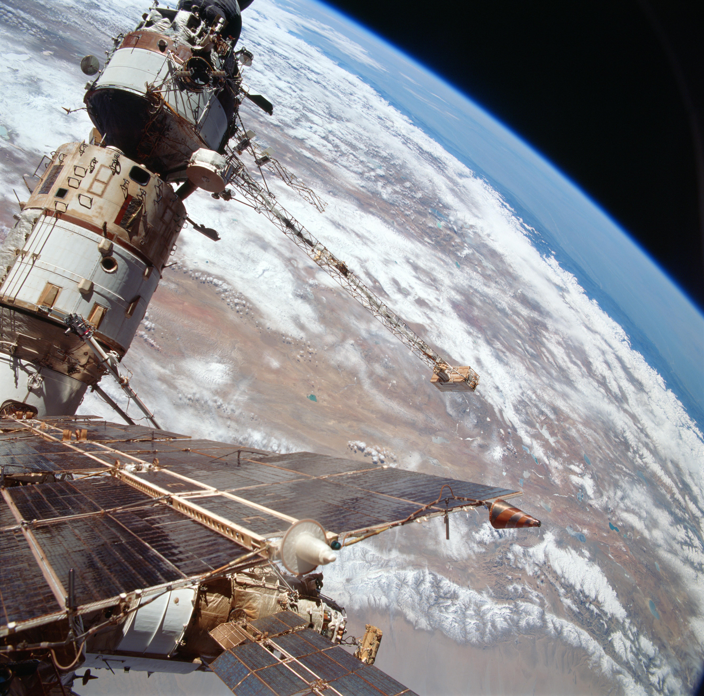 File Sts 76 Mir Space Station Survey Base Block Kvant And Kvant