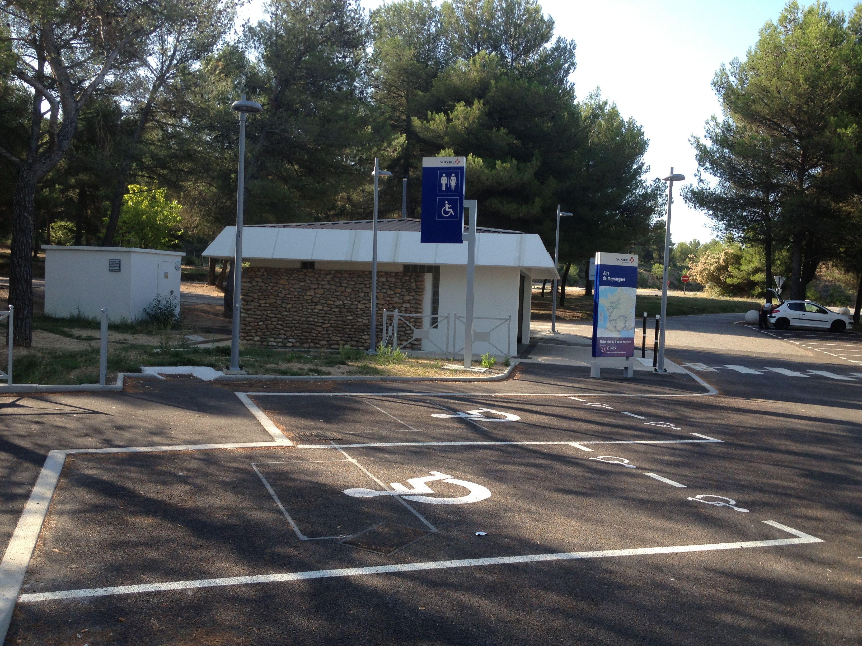 Aire De Stationnement Camping Car  E A Beville Espagne