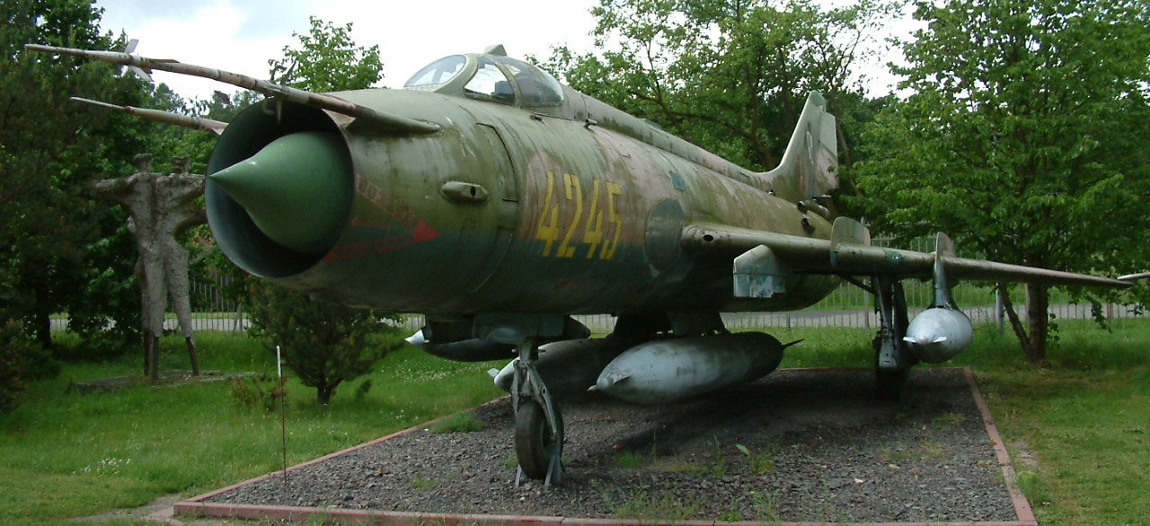 Bomba atomica en Corea del norte - Página 2 Su-20_RB2