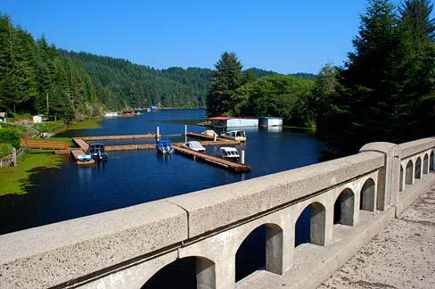 File:Tahkenitch Lake (Douglas County, Oregon scenic images) (douDA0185