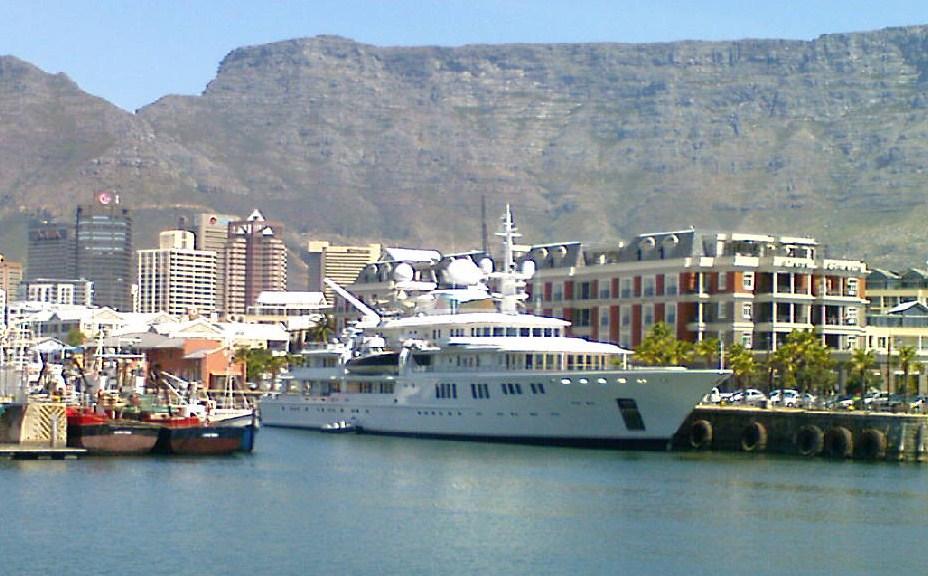 English: Tatoosh superyacht docked alongside t...