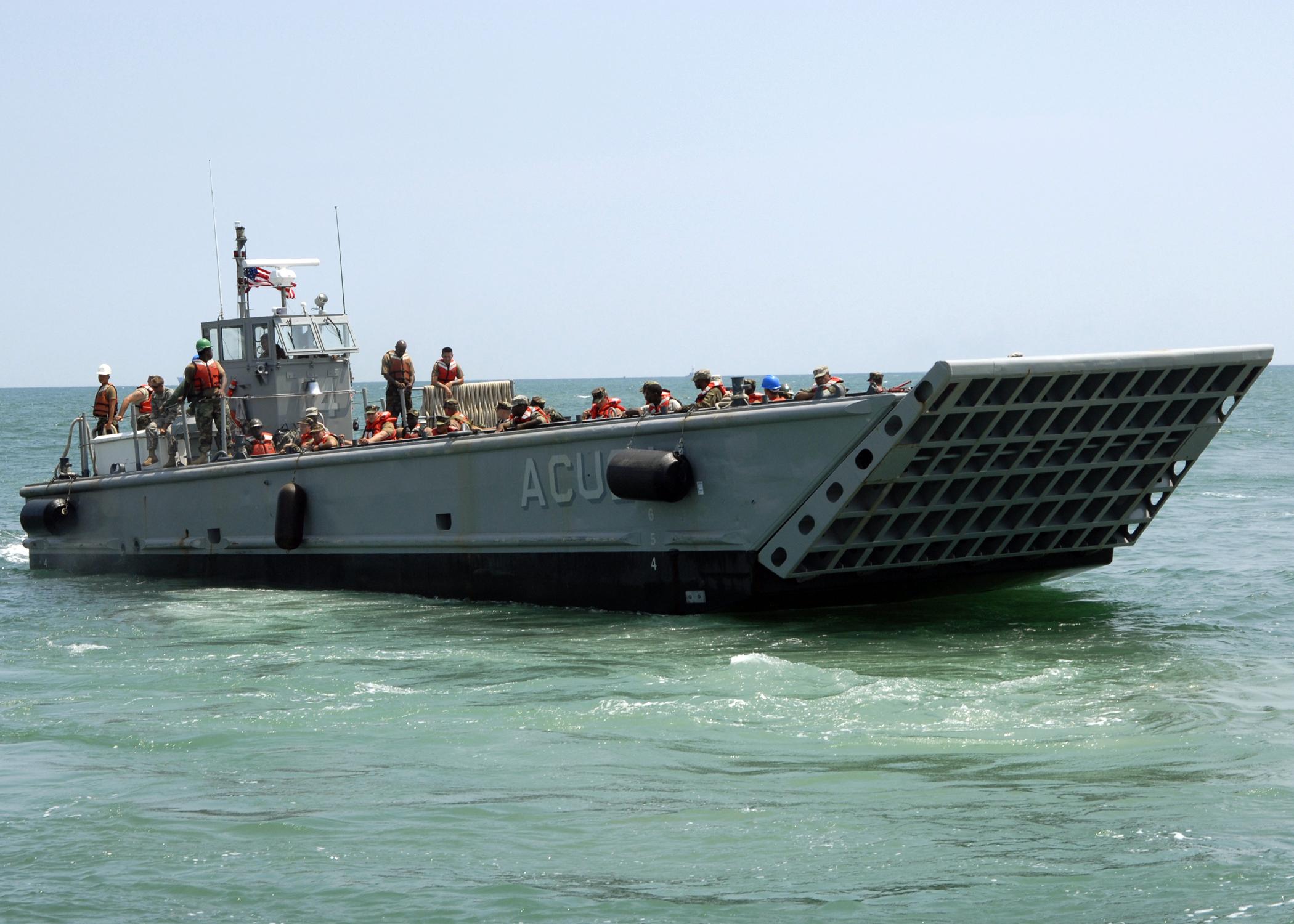المسترال المصرية...تغييرات في العقيدة و السلاح - الجزء الاول - صفحة 2 US_Navy_090615-N-6676S-456_Landing_Craft_Mechanized_(LCM)_14,_assigned_to_Assault_Craft_Unit_(ACU)_2,_transports_Sailors,_Soldiers_and_Marines_during_operations_supporting_Joint_Logistics_Over-The-Shore_(JLOTS)_exercises