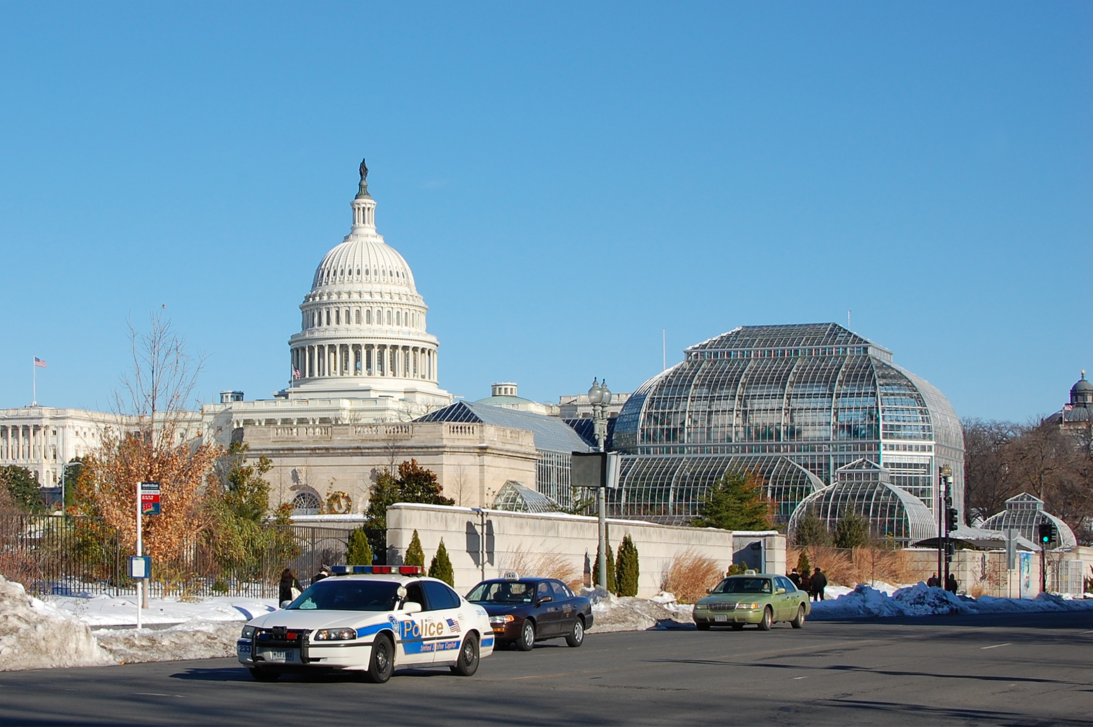 File:United States Botanic Garden With Capitol