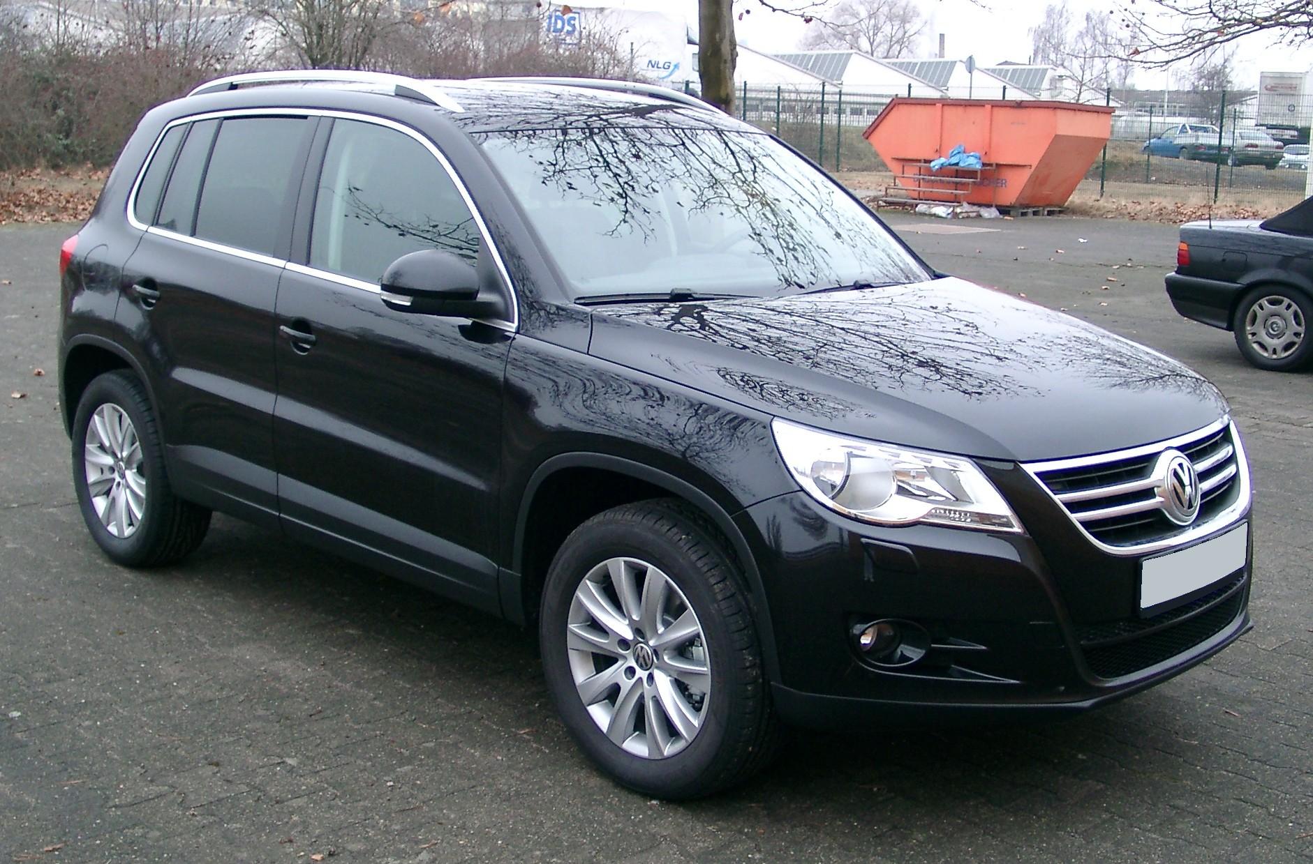 Black VW Tiguan