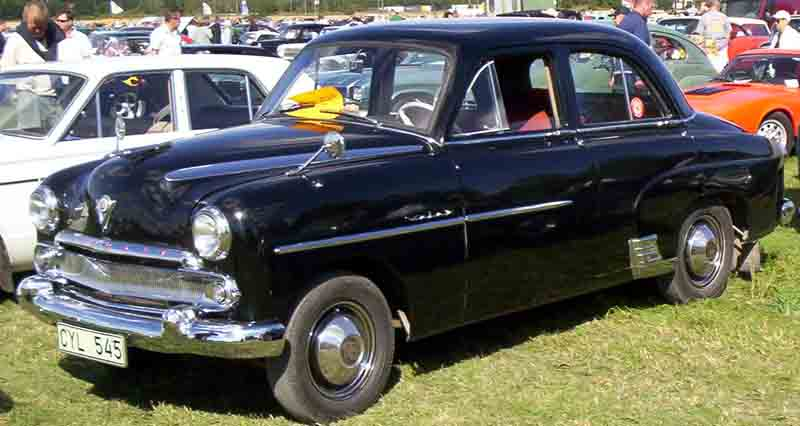 Vauxhall_Velox_4-Door_Saloon_1955.jpg
