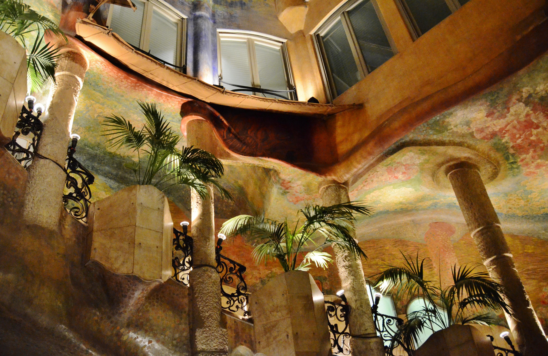 File:WLM14ES - Pati interior de la Casa Milà o La Pedrera, Barcelona ...