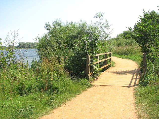 Whitlingham Country Park - footbridge over drain - geograph.org.uk - 1382132