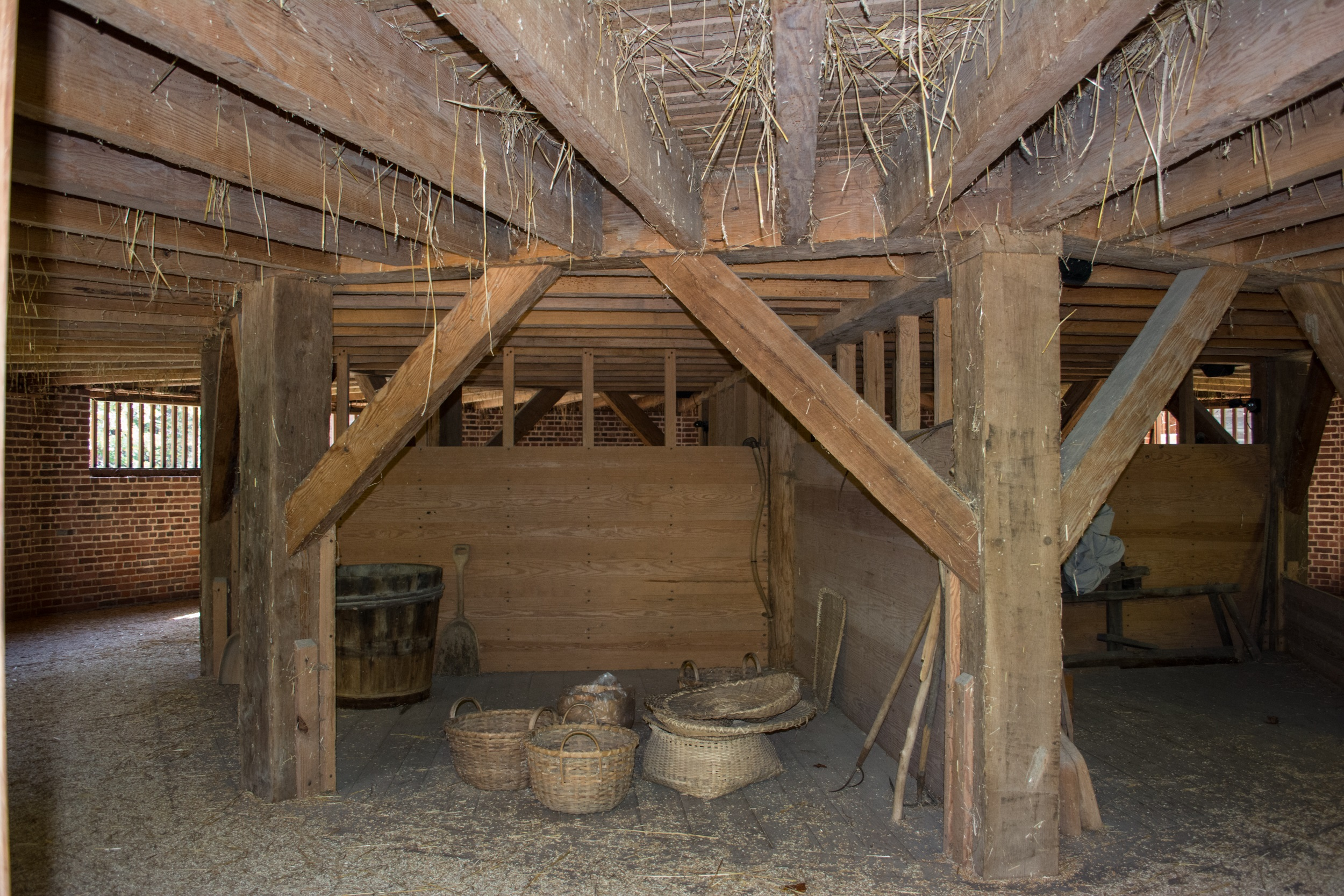 File:16 sided barn interior rear - Mount Vernon.jpg
