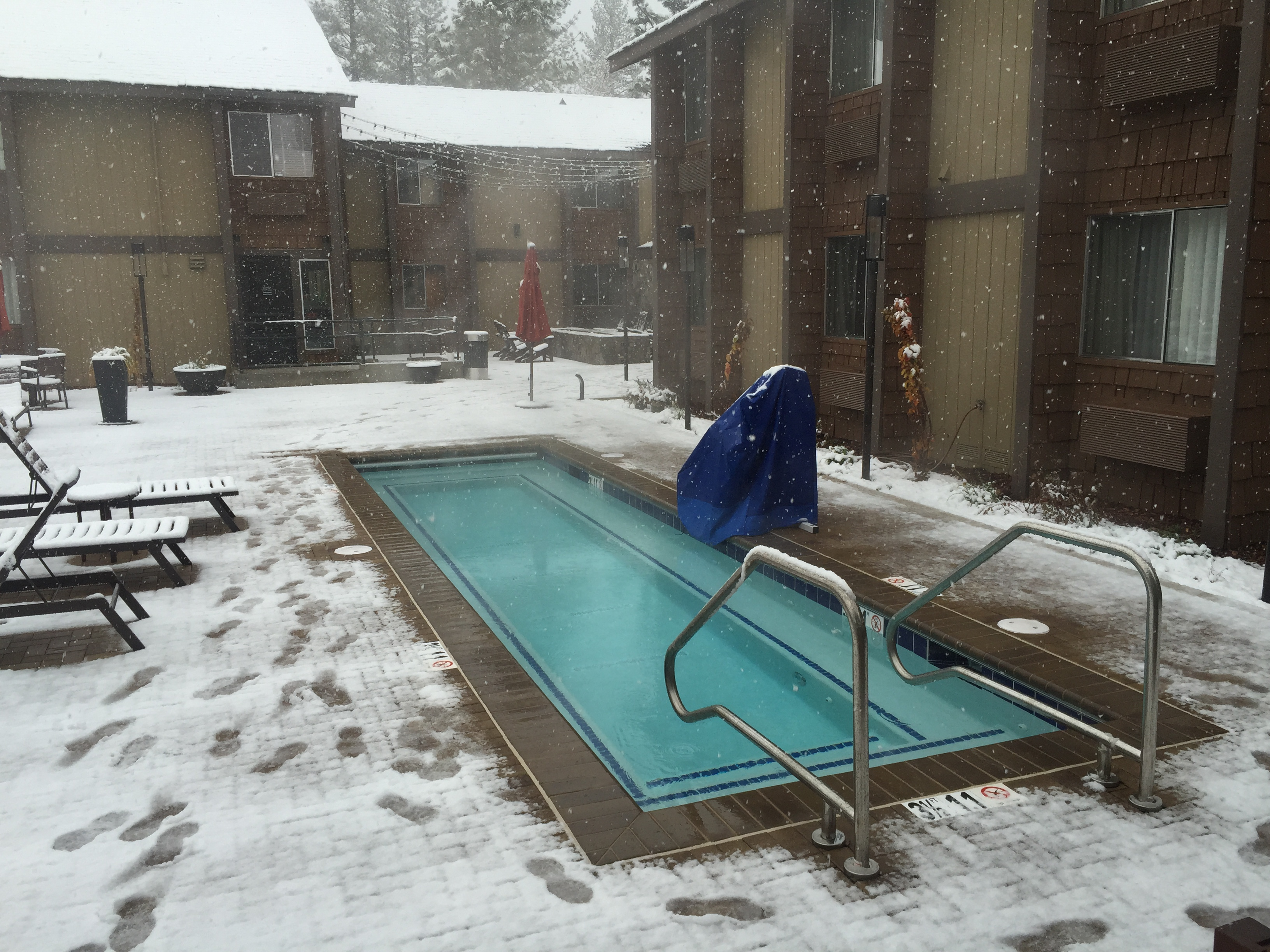 File:2015 11 02 10 21 56 A Heated Swimming Pool During A Snowstorm At A  Hotel Along Brockway Road In Truckee, California