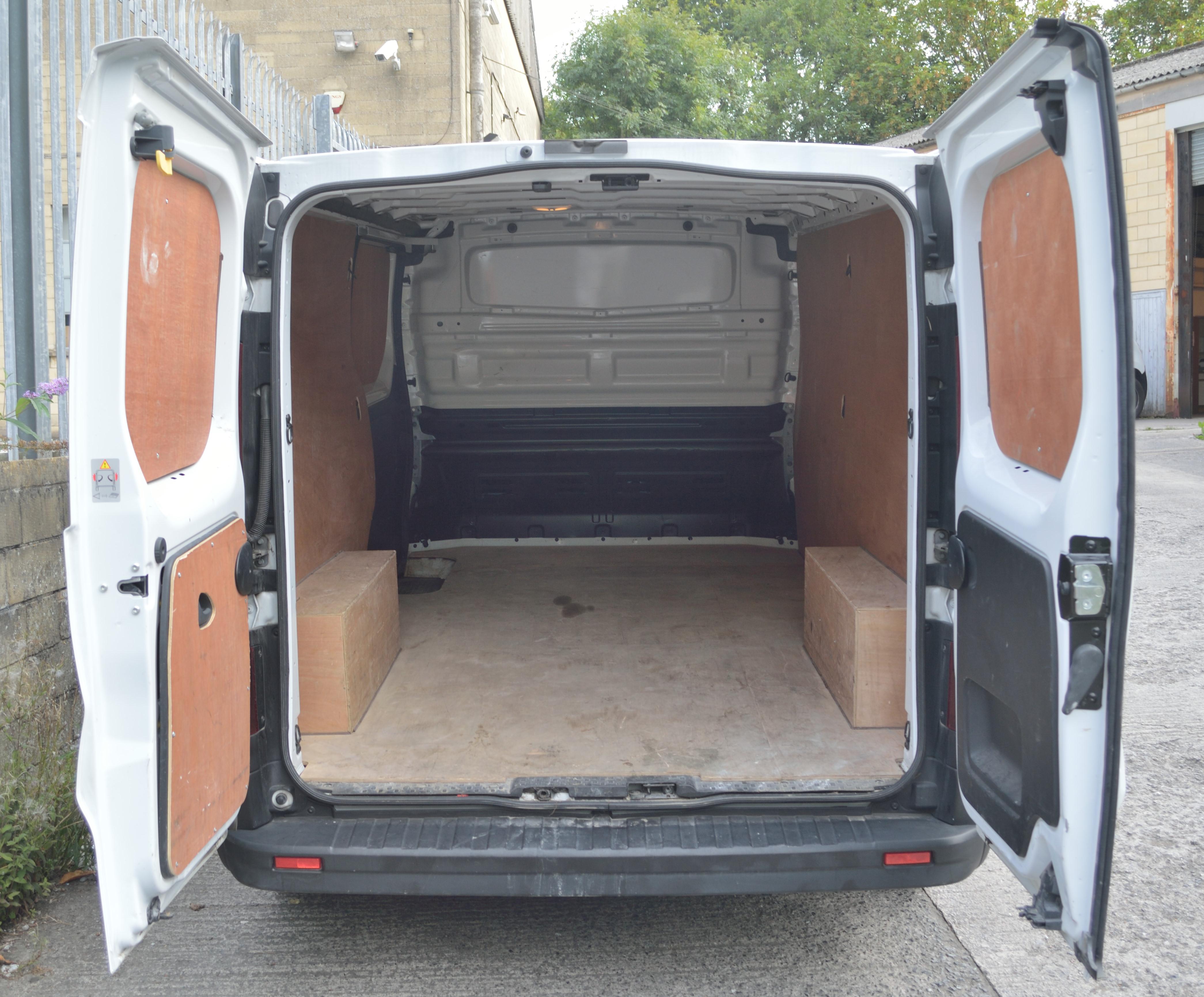 File 2015 Vauxhall Vivaro Rear Interior Jpg Wikimedia