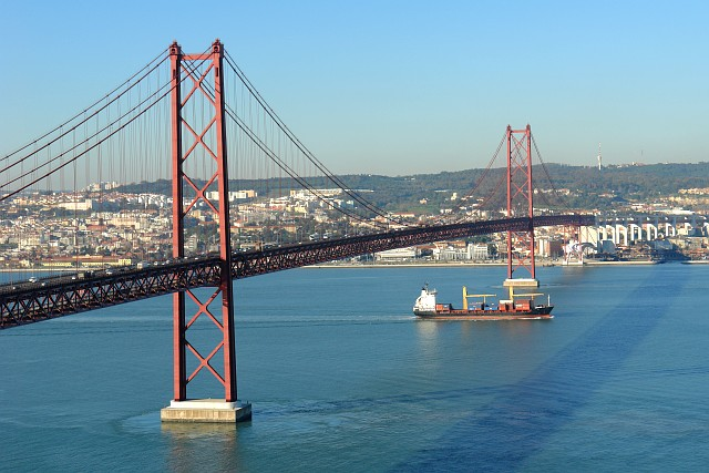 File:25th April Bridge and boat.JPG