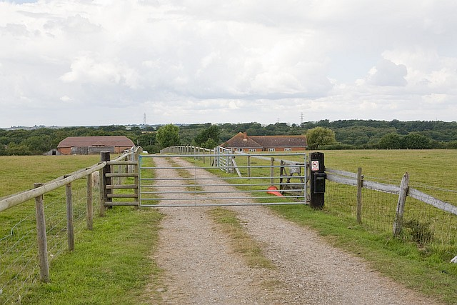 File:Aisthorpe Farm and holiday cottages, Staplers Road - geograph.org.uk - 519000.jpg