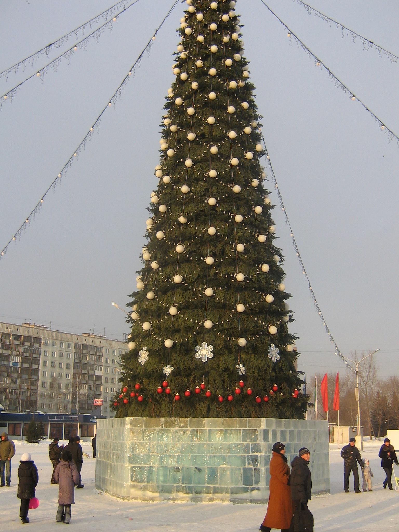Albero Di Natale Wikipedia.File Albero Di Natale Novokuzneck Jpg Wikipedia